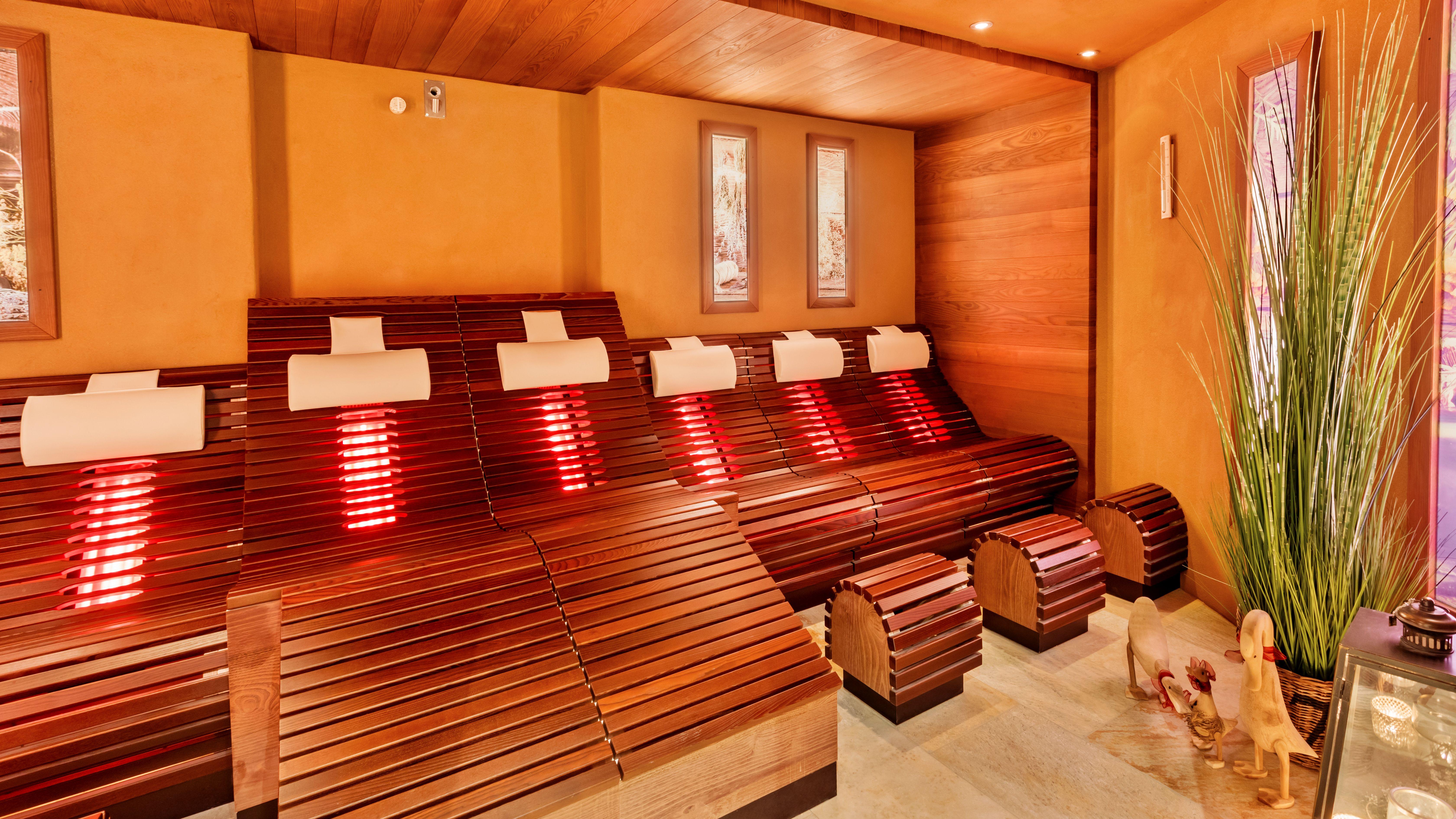 Romantischer Winkel - RoLigio & Wellness Resort -Saunalandschaft