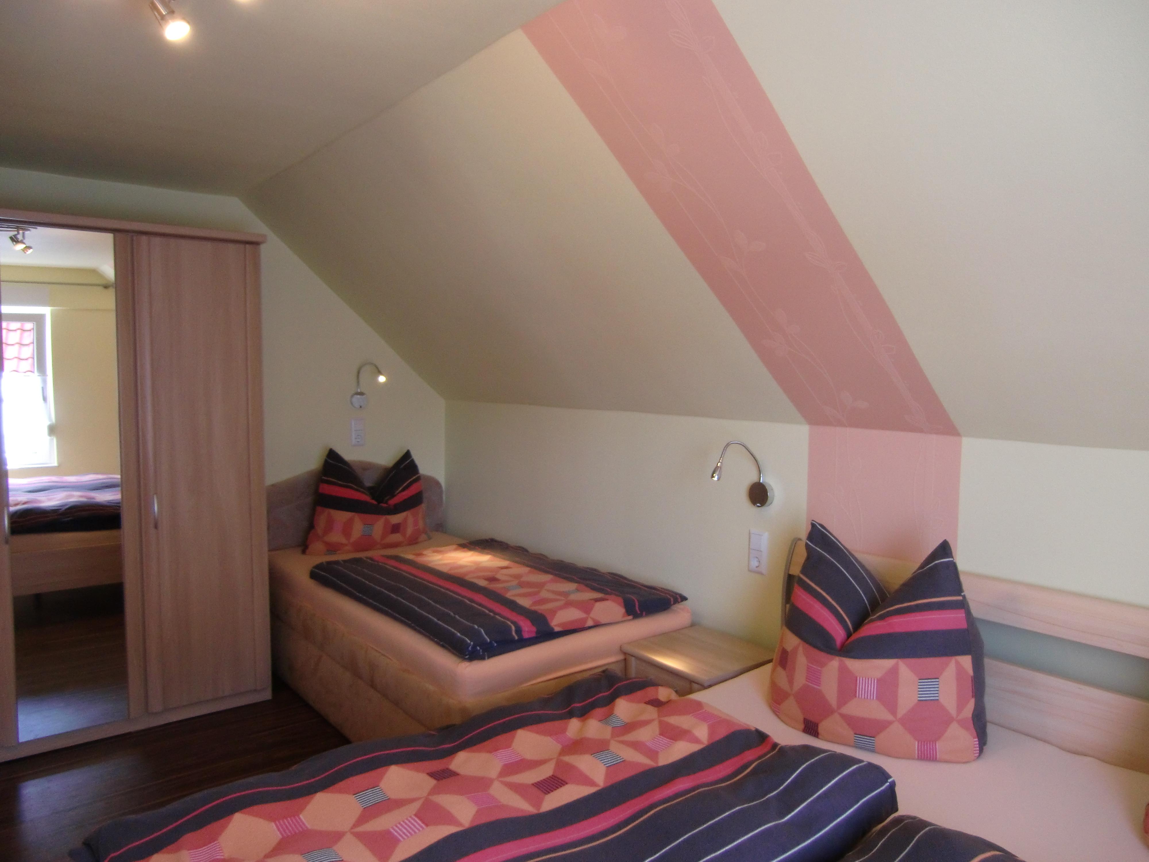 Haus am Wald in Stolberg - Schlafzimmer im Obergeschoss