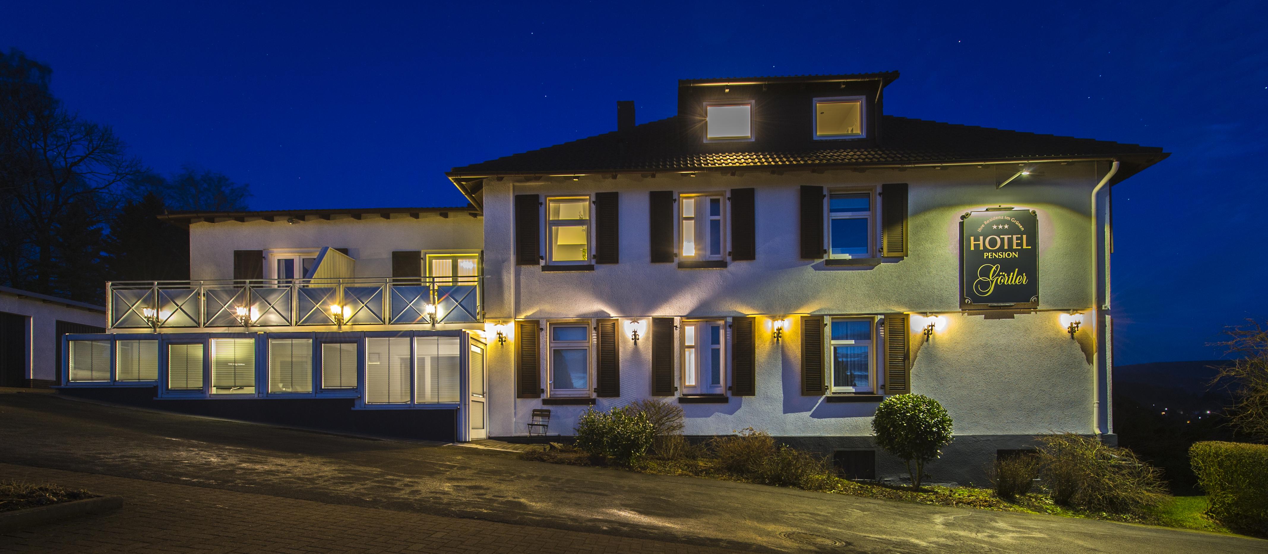 Hotel Görtler in Seesen - Außenansicht bei Nacht