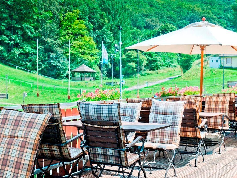Regiohotel & Restaurant Schanzenhaus in Wernigerode - Garten mit Terrasse