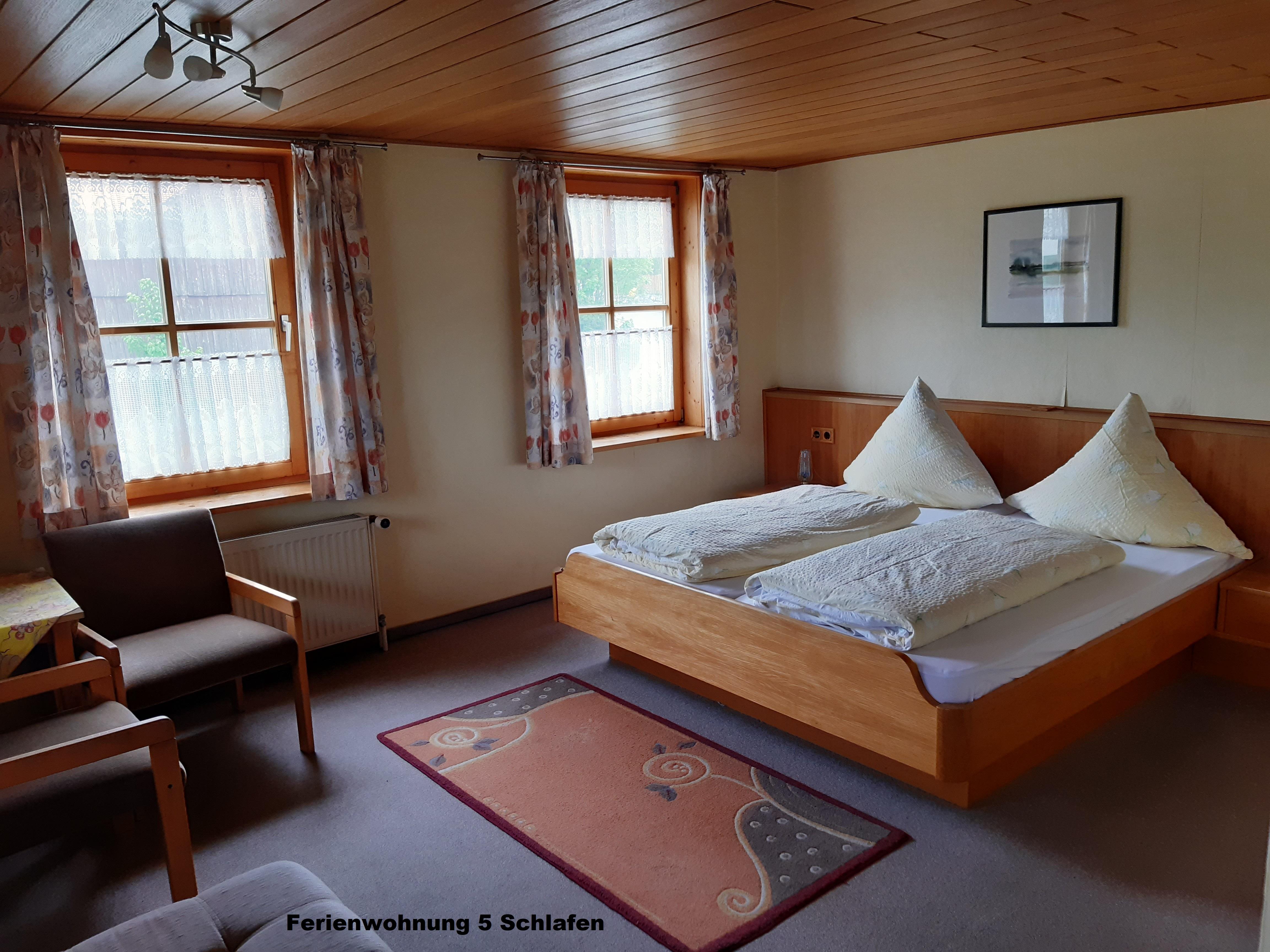 Gästehaus Fink, Ferienwohnung 5, Schlafzimmer