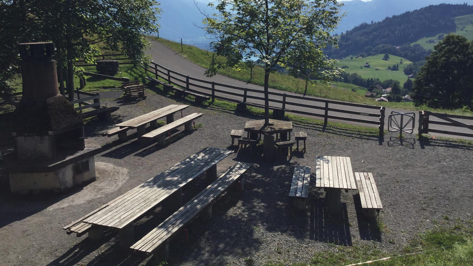 schwanden-grillplatz-stampf-ansicht-sommer
