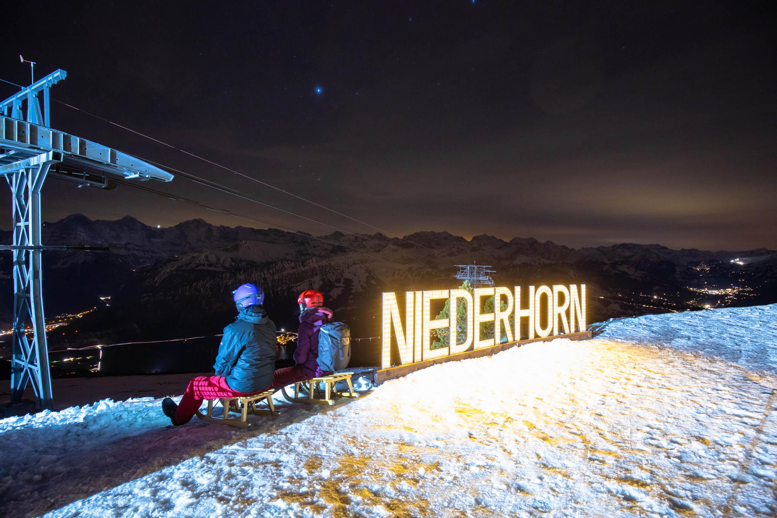 niederhorn-sternenschlitteln-schrift-nacht-schnee