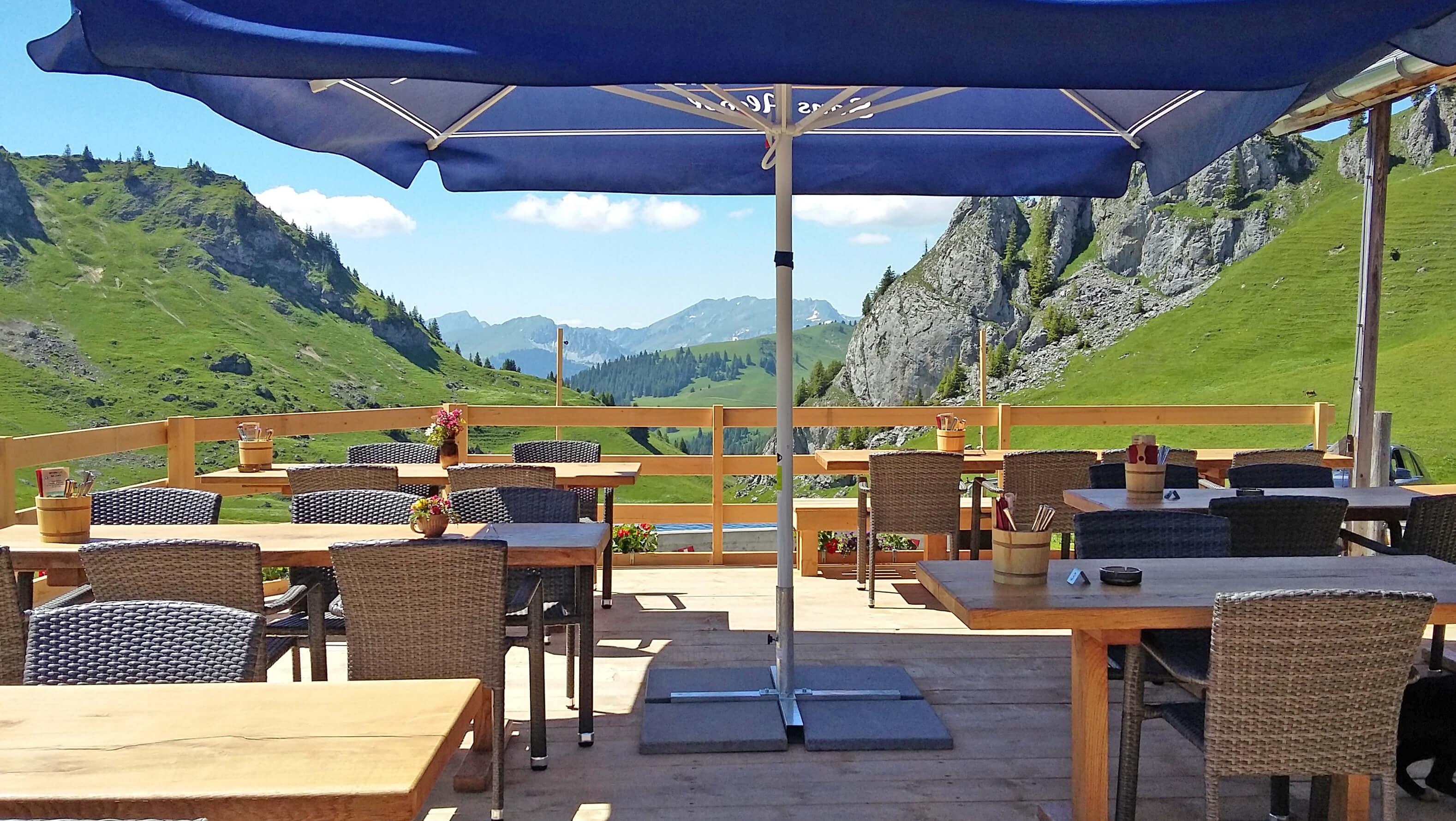 Berggasthaus Stierenberg Terrasse Aussicht Sommer