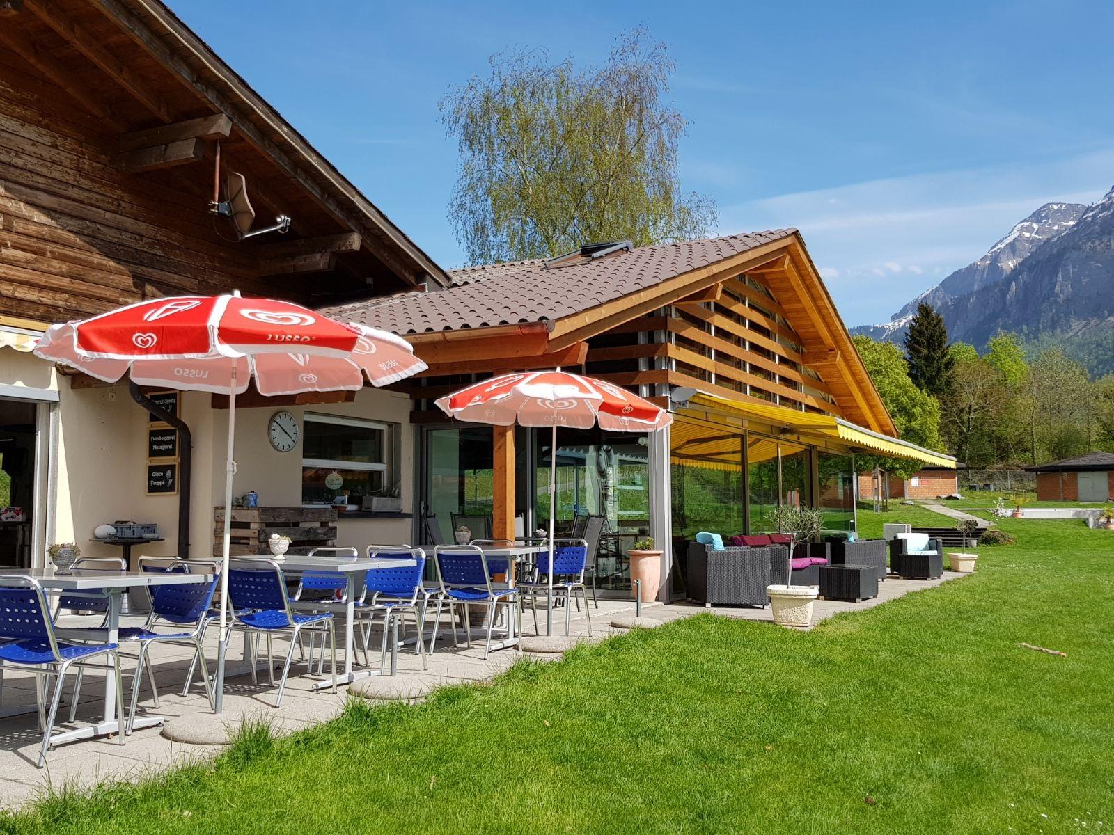 brienz-strandbad-restaurant-zwischenverpflegung-sommer-baden