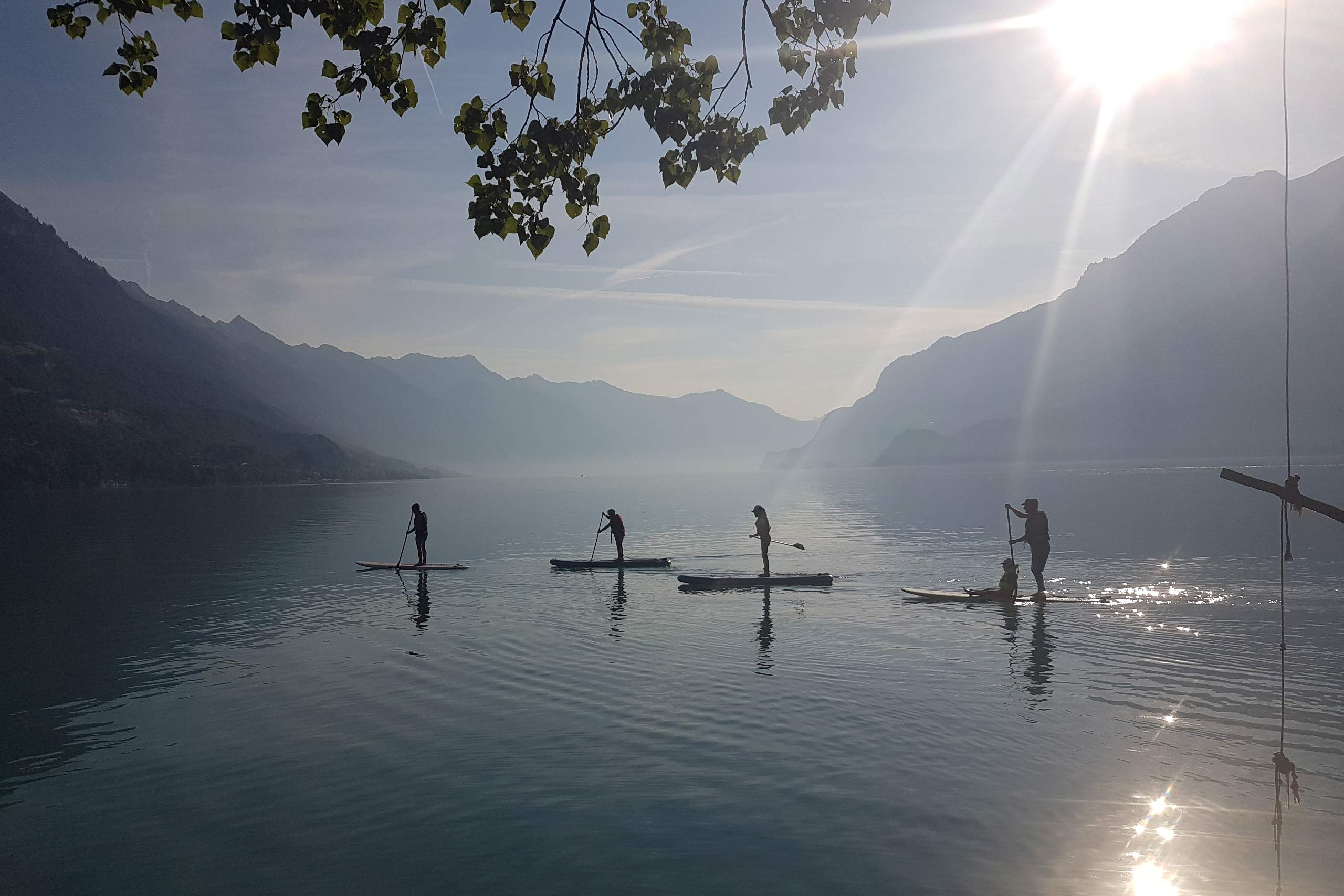 sup-fit-fun-brienzersee-gruppe-morgen-sonnenaufgang