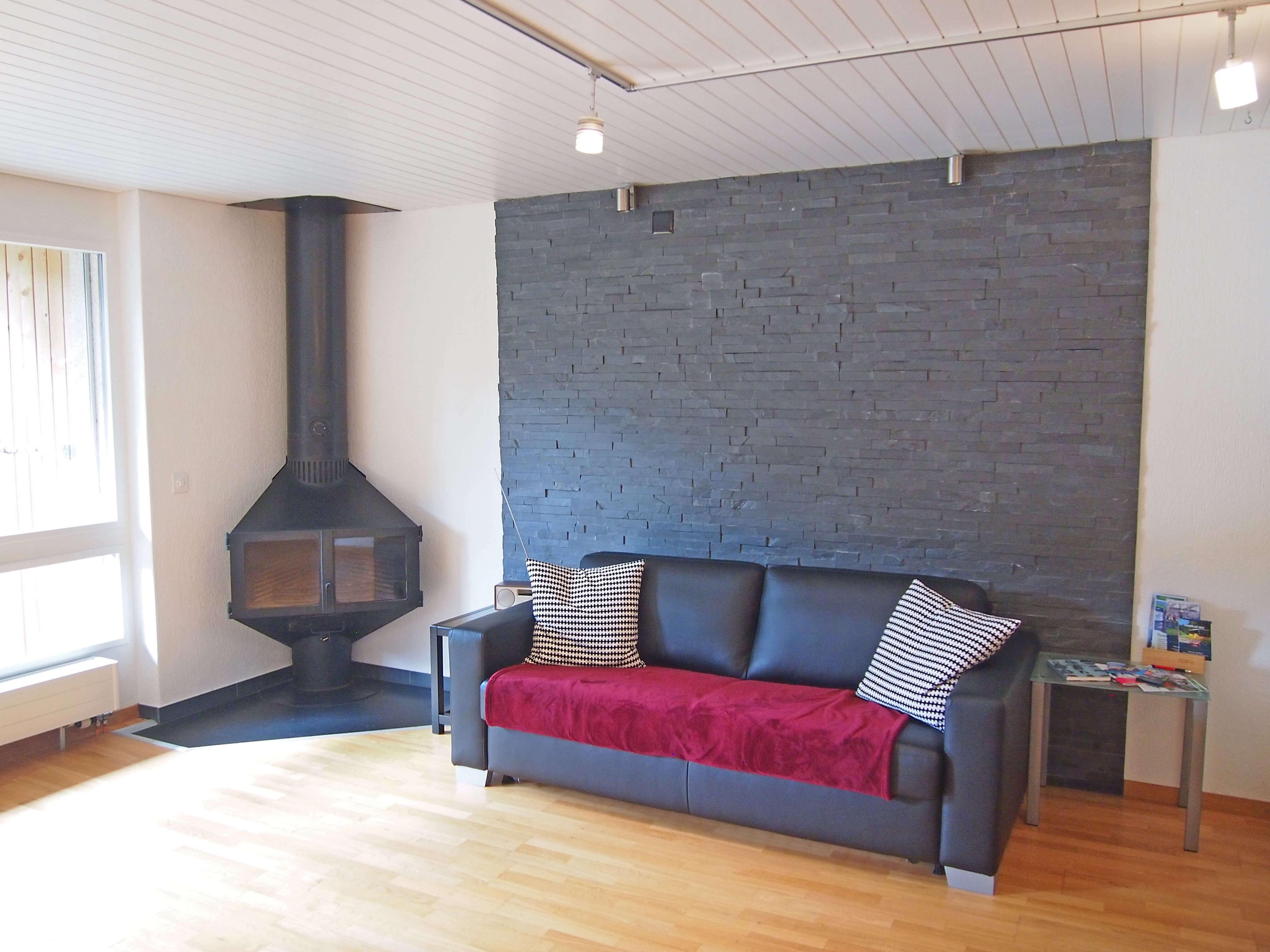 Schwedenofen und Sofa