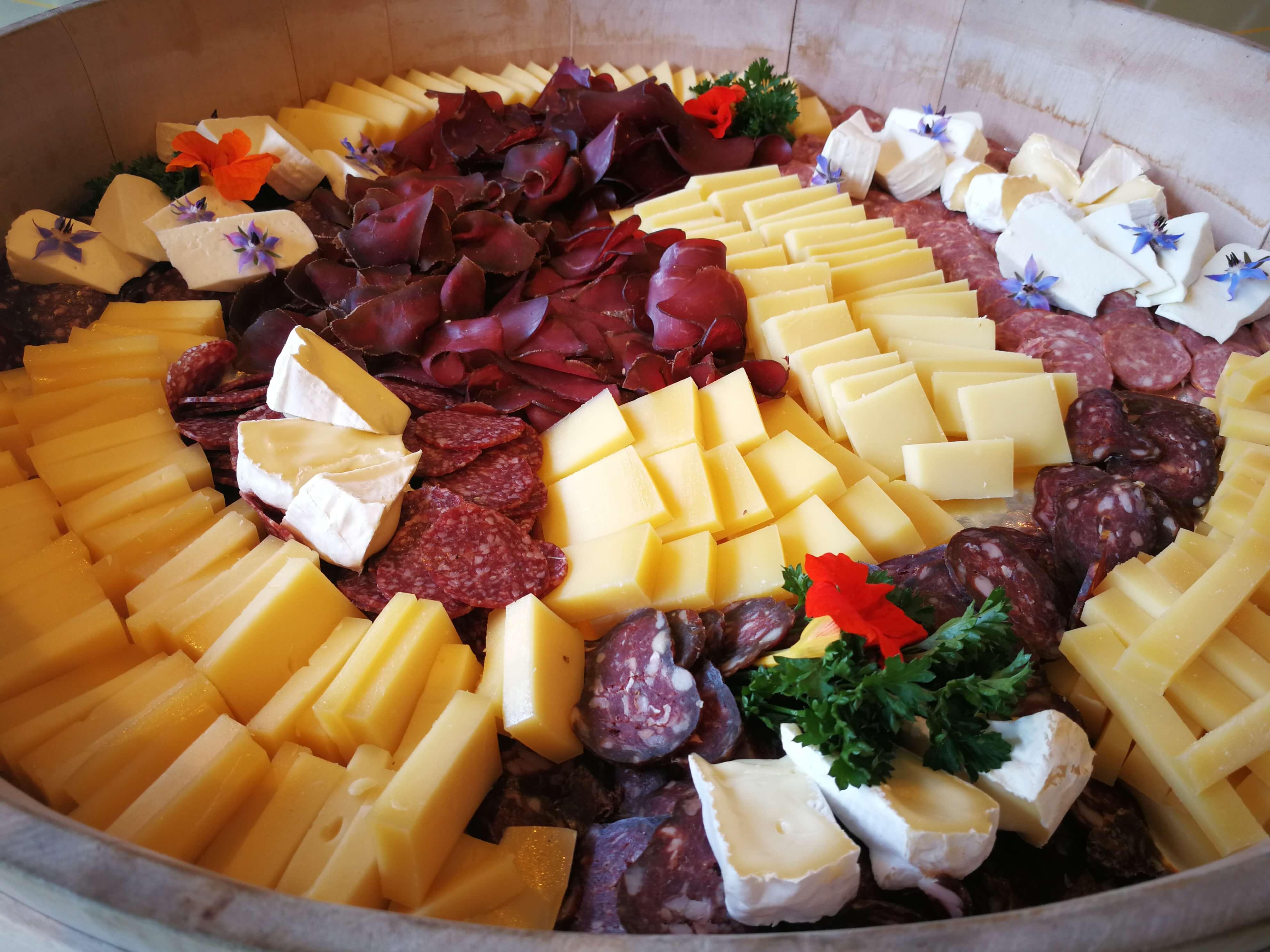 Fleisch- und Käseplatten können beim Buurelädeli bestellt werden