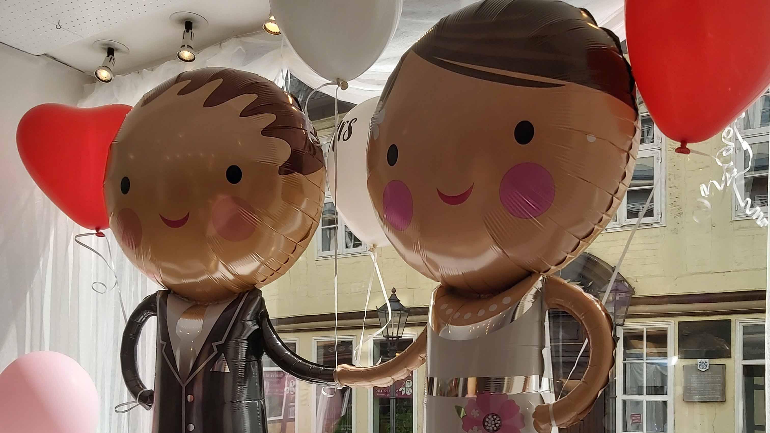 celle-city-balloon-brautpaar.jpg