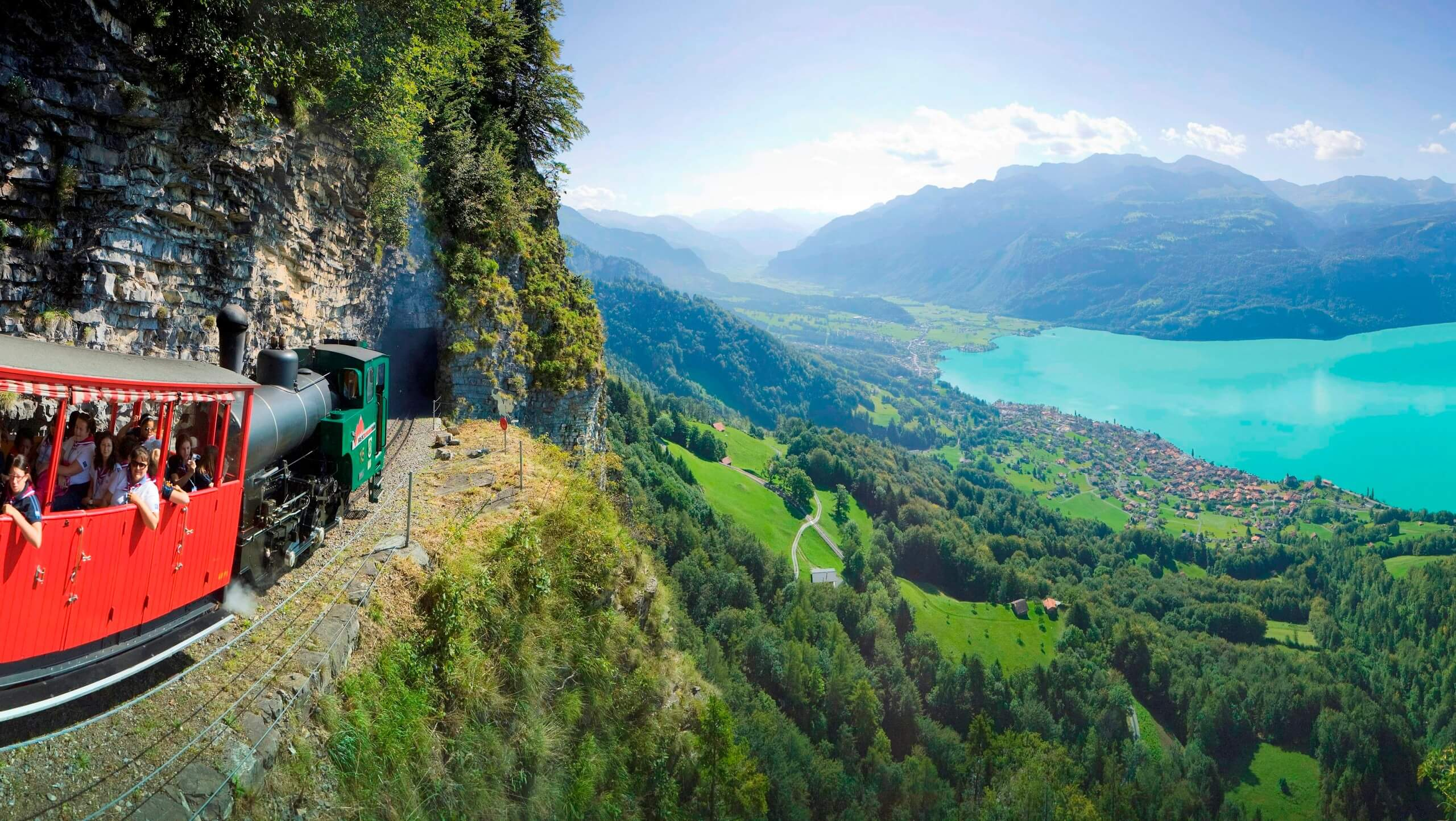 brienzer-rothorn-bahn-sommer-panorama-brienzersee-tunnel