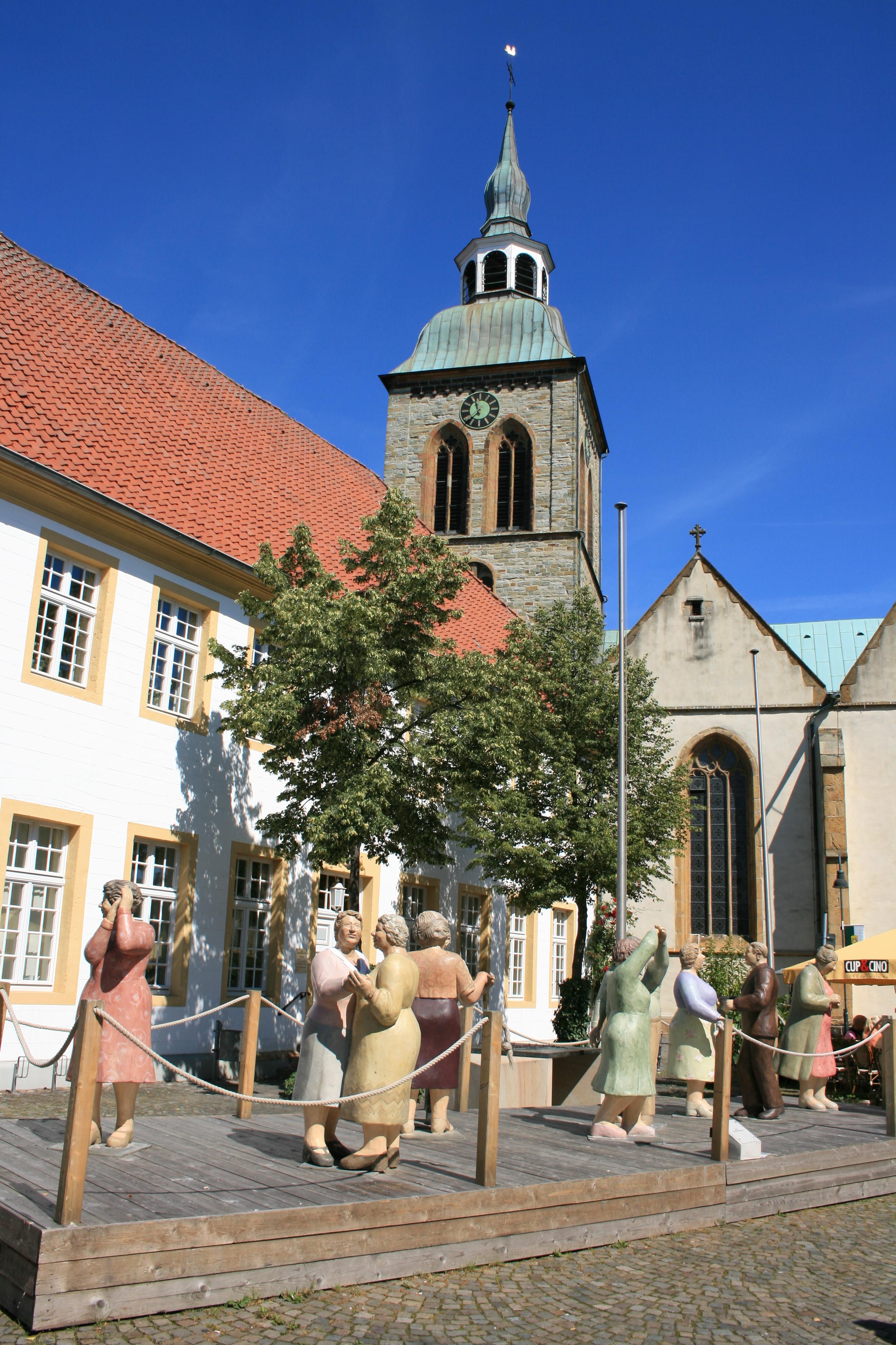 Historisches Rathaus und Aegidiuskirche am Marktplatz Wiedenbrück