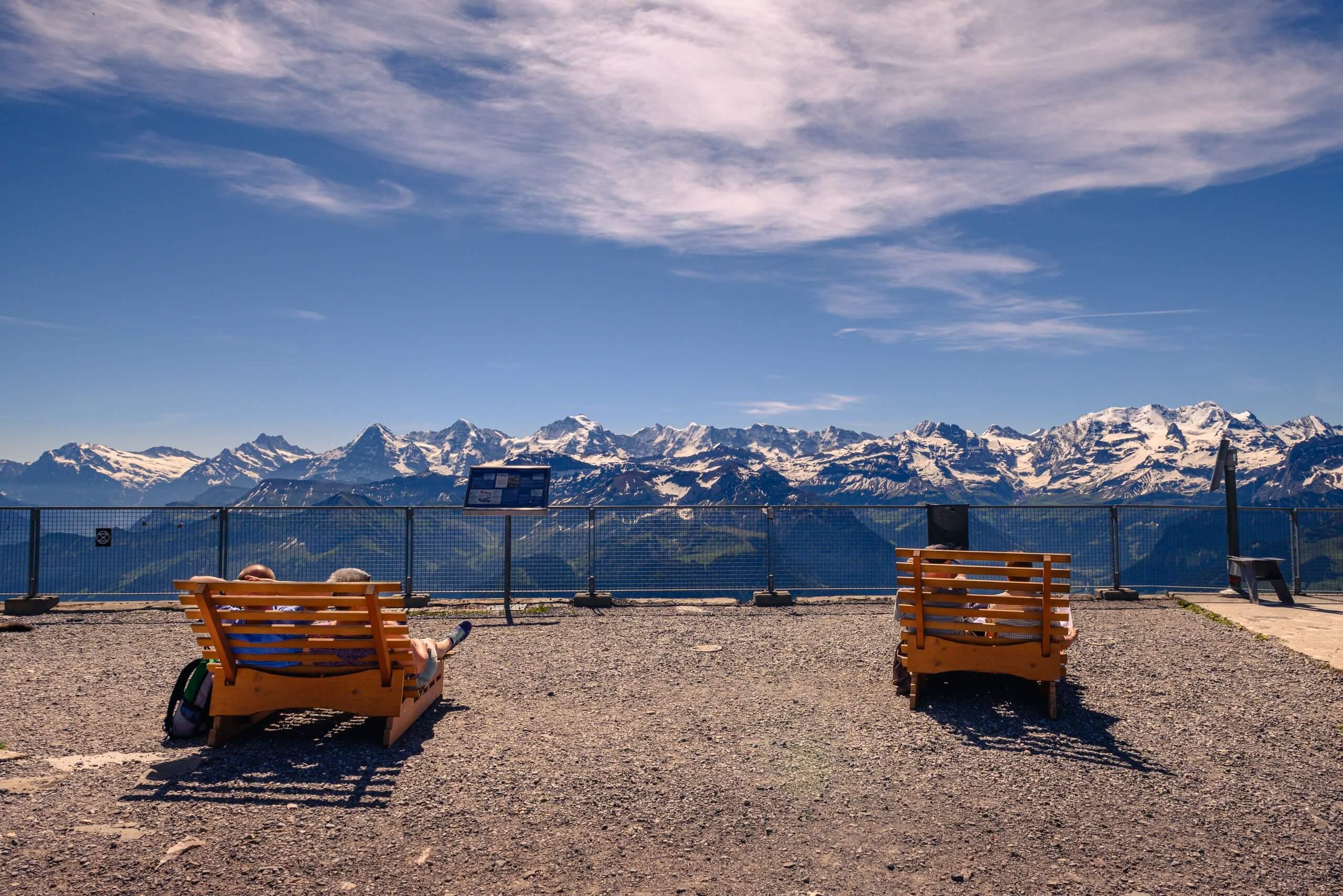niesen-bergausflug-panorama-relaxen-fruehlings-aktion