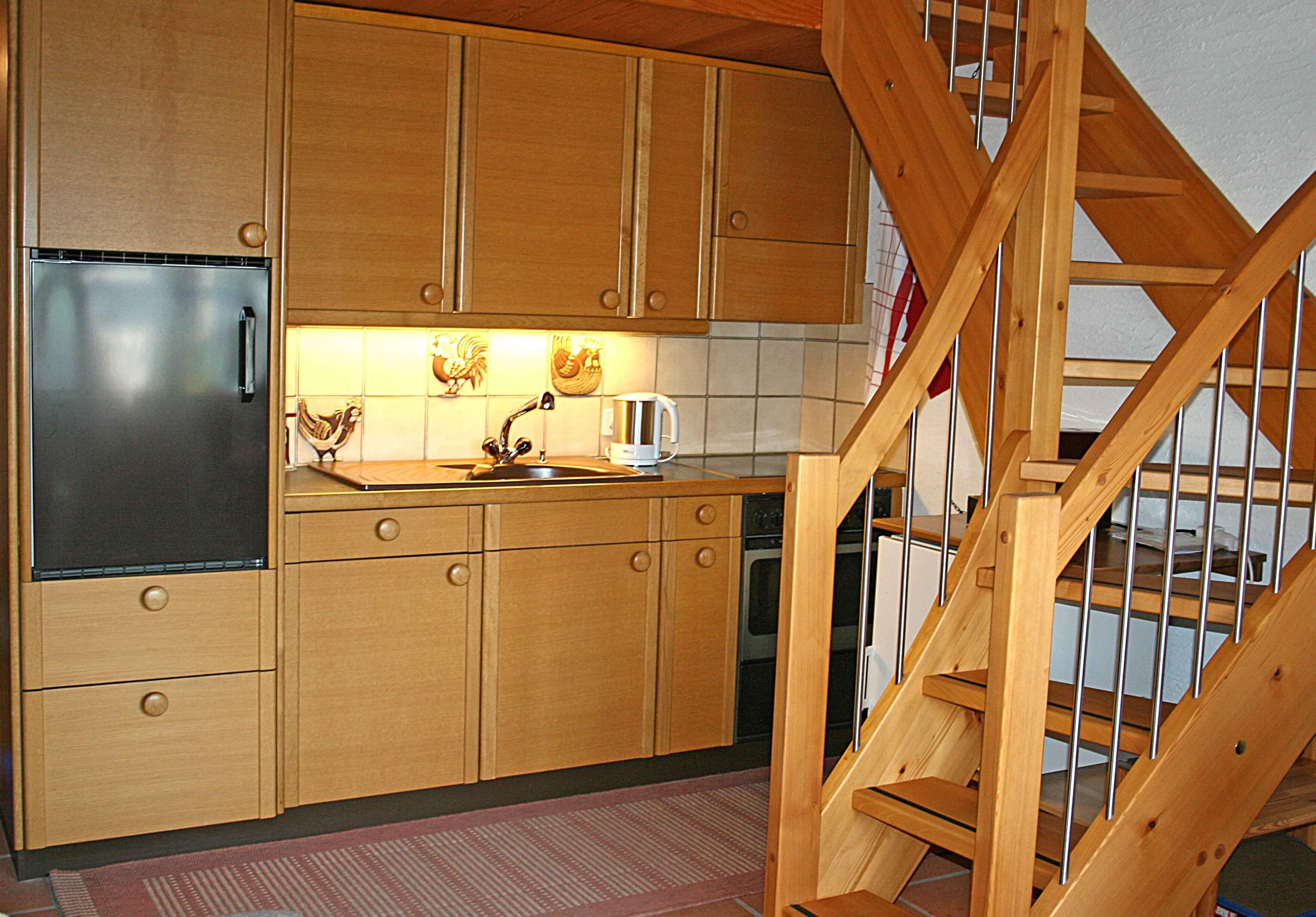 Küche mit Aufstieg zur Galerie