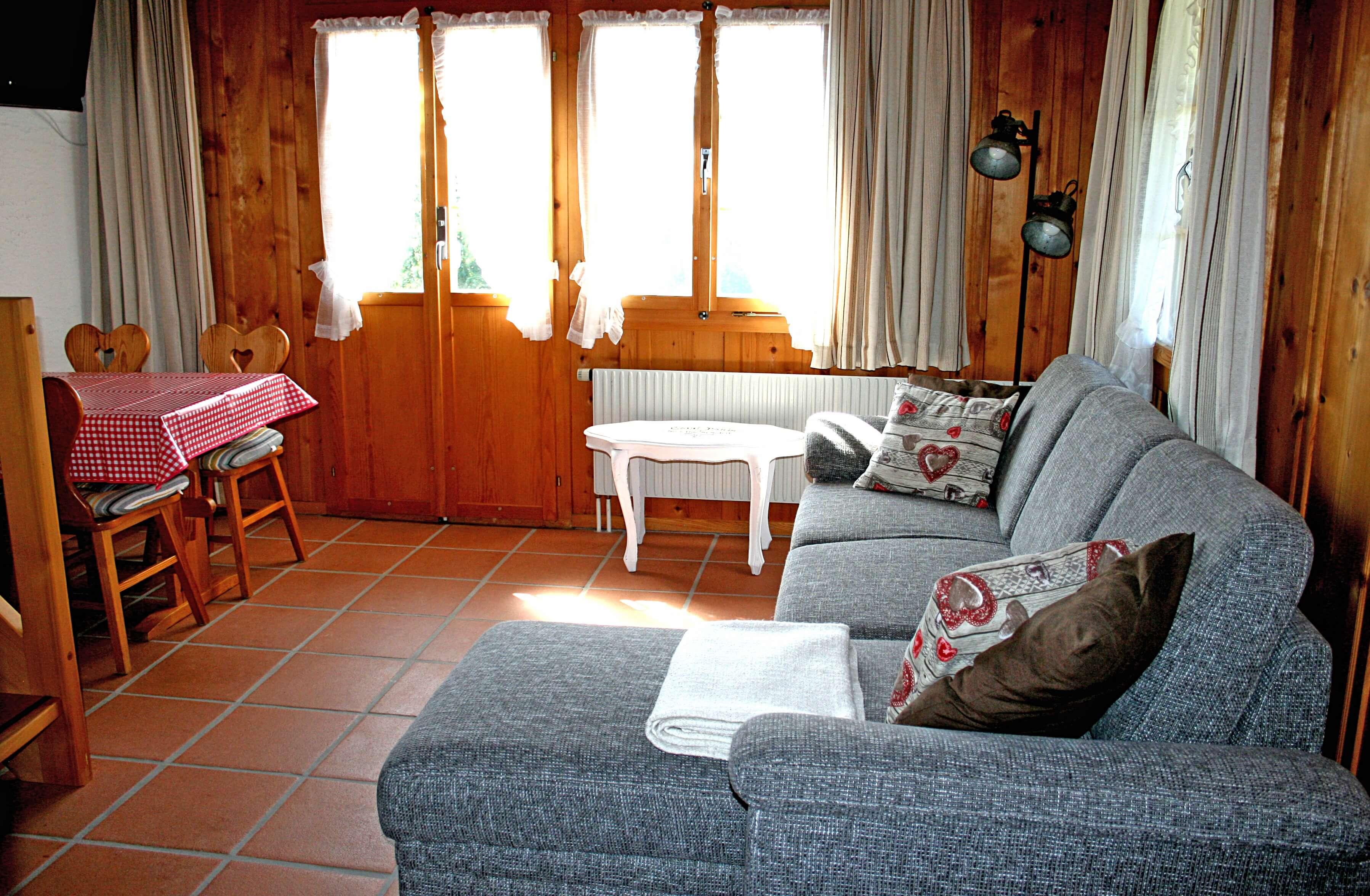 Sofa und Esstisch