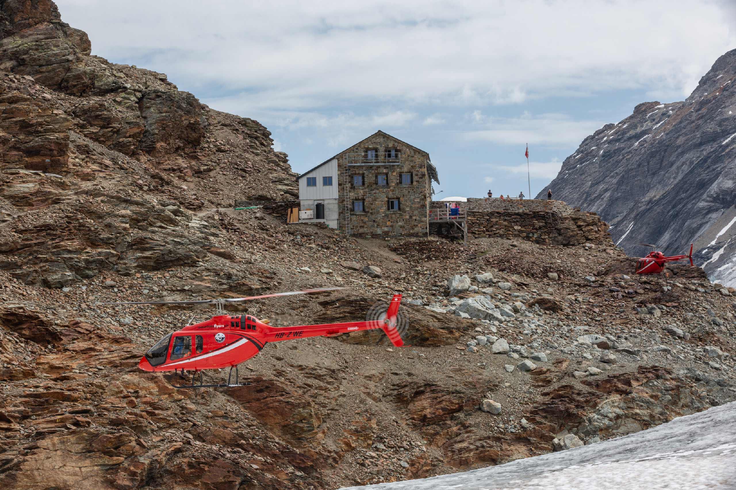 mountainflyer-helikopter-rundfluege-mutthornhuette.jpg