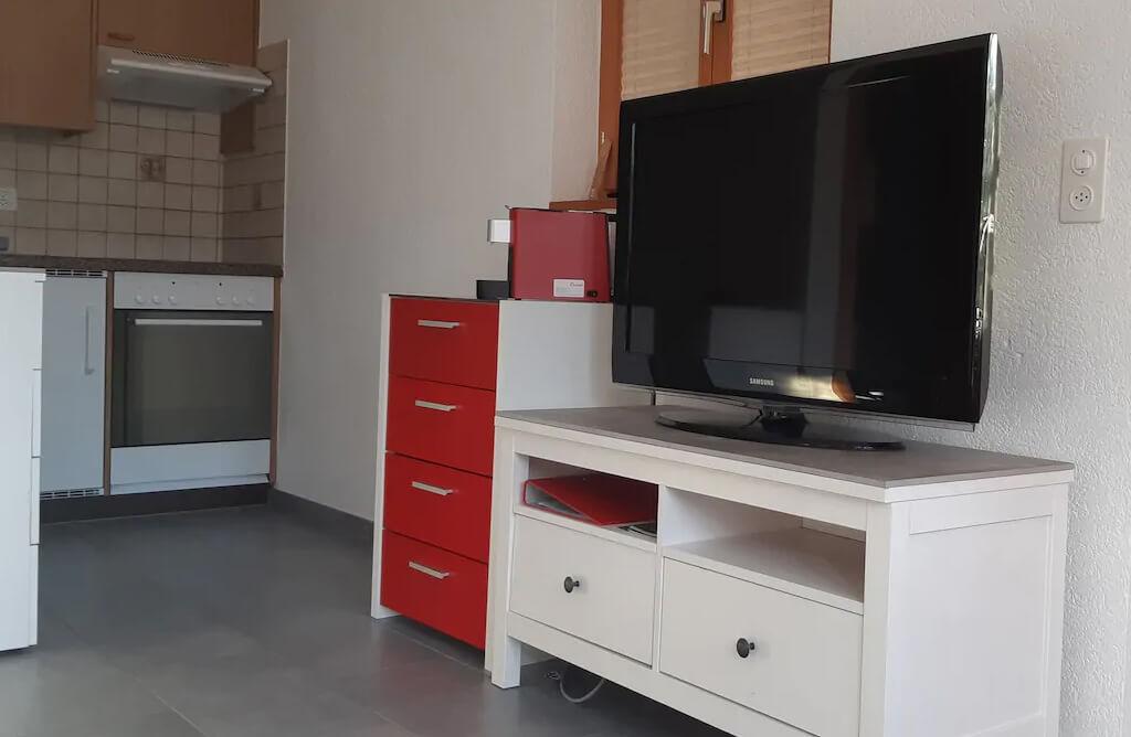 Küche und TV-Möbel