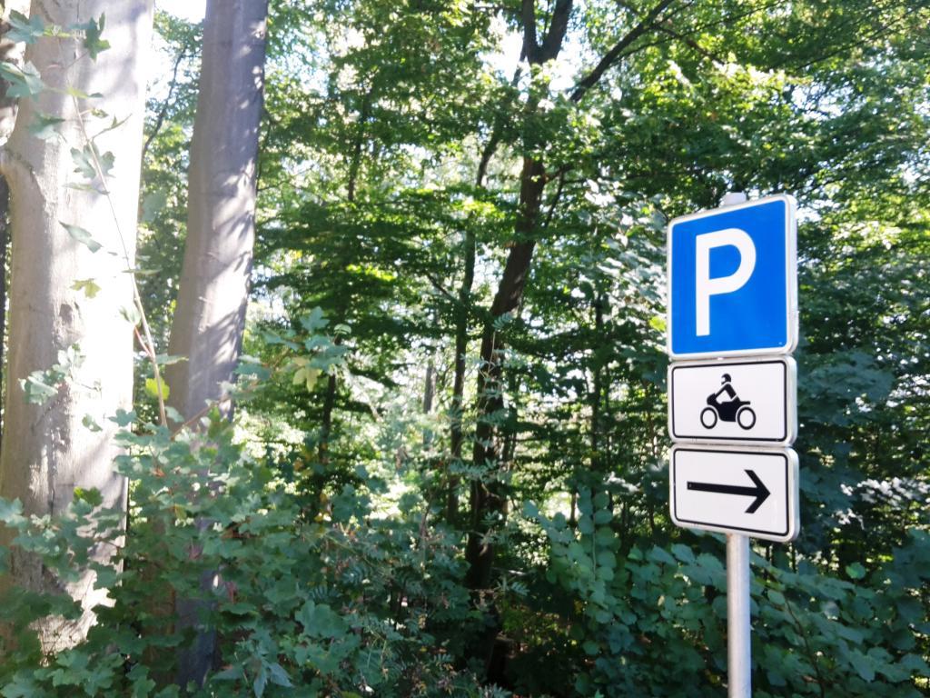 Motorradparklplatz am Weser-Skywalk - Parkplatz ca. 200 Meter entfernt