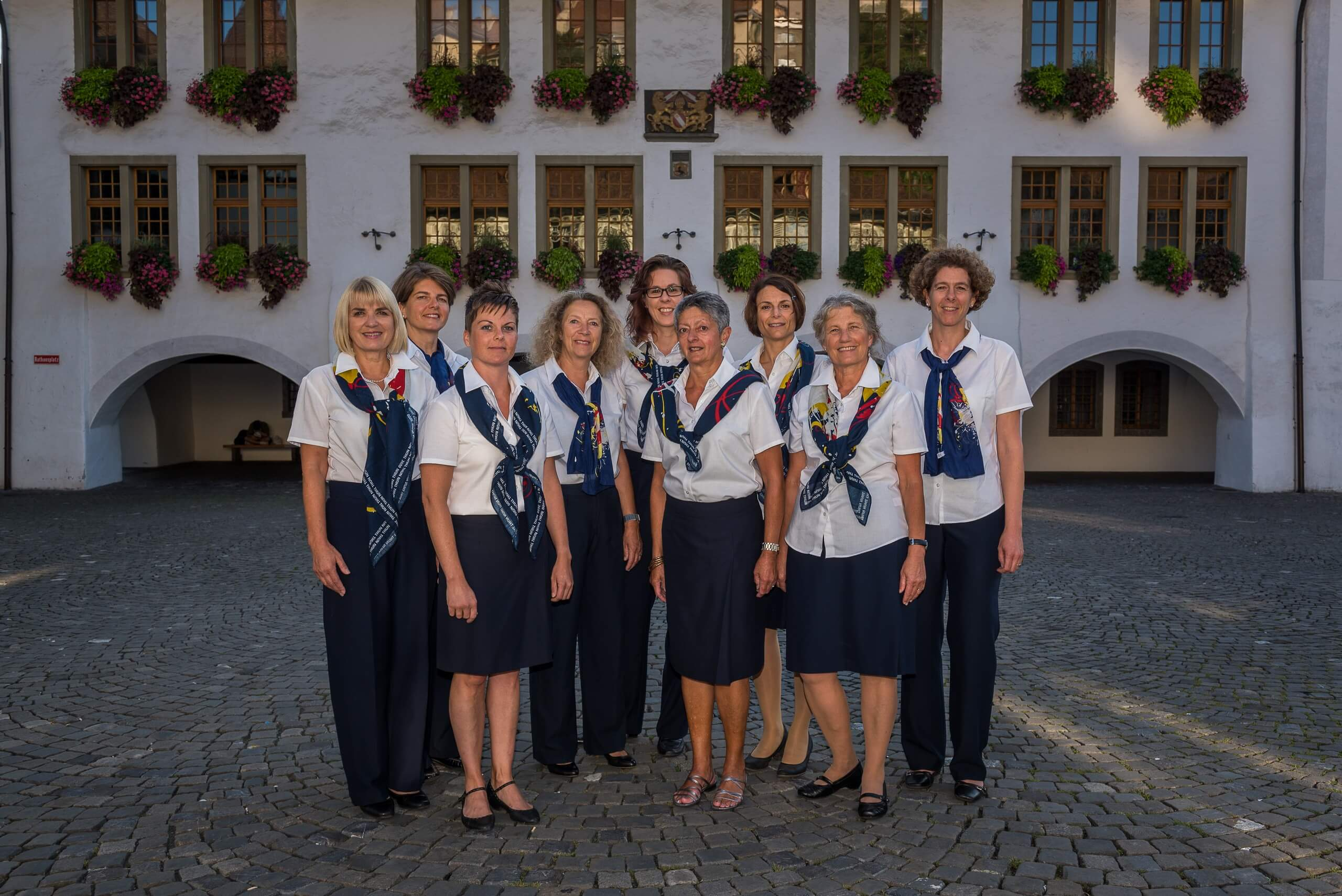 thun-stadtfuehrungen-sommer-gruppenbild-rathausplatz