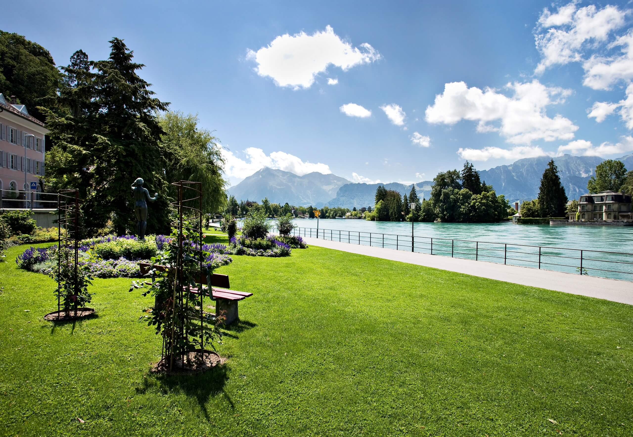thun-brahmsquai-sommer-aare