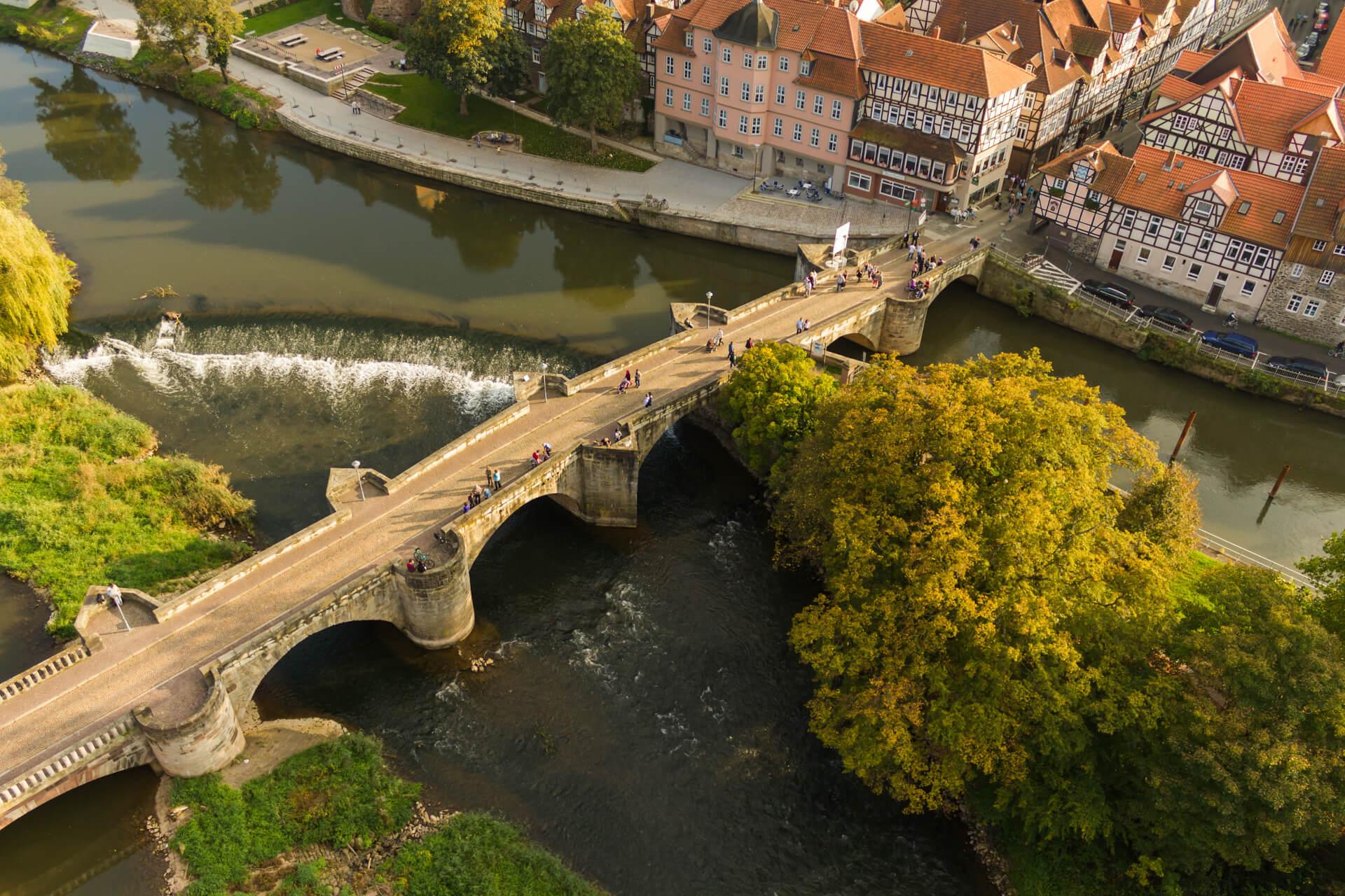 Luftbild Werrabrücke, im Hintergrund Schloss-Dielengraben