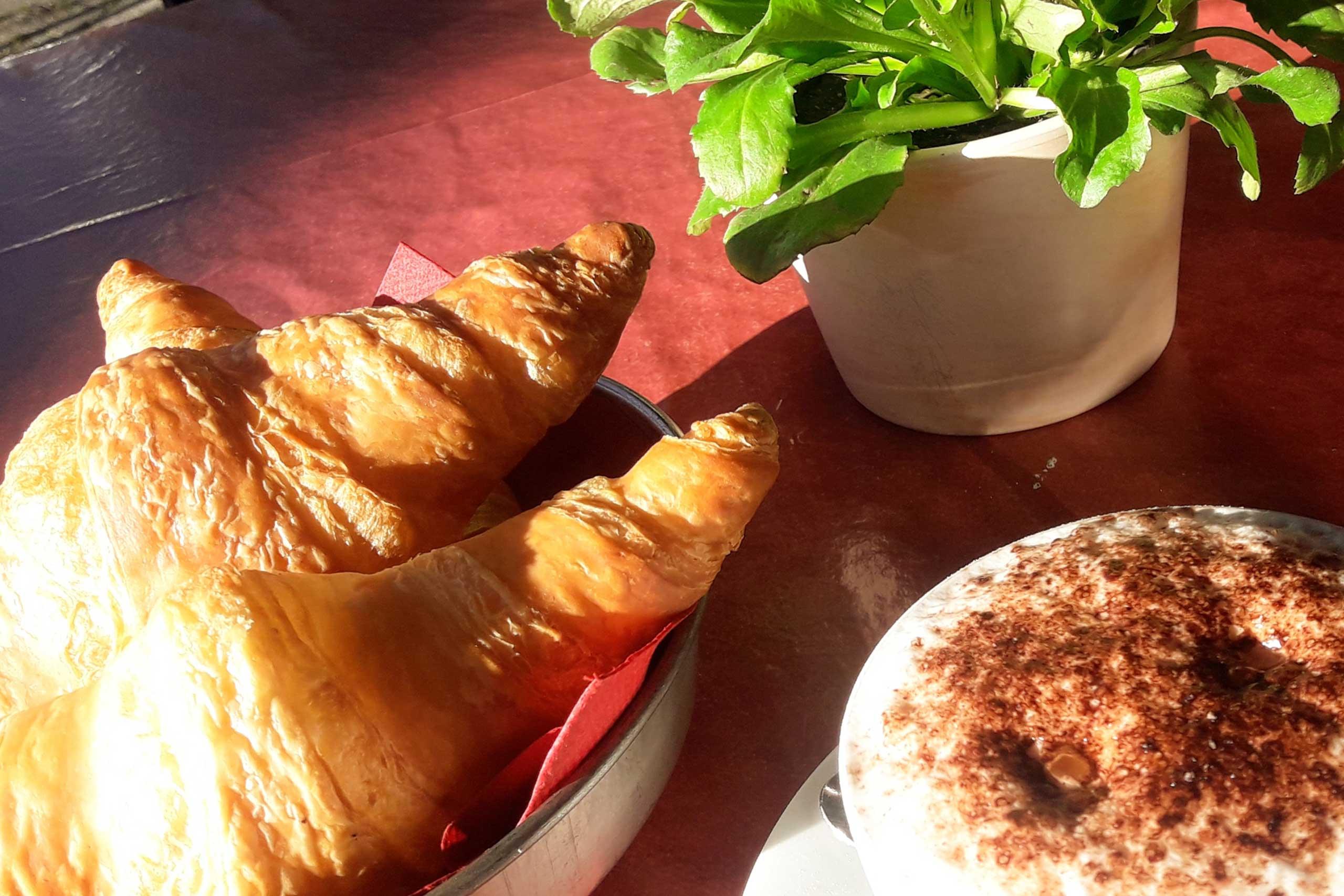 cafe-baeretatze-fruestueck.jpg