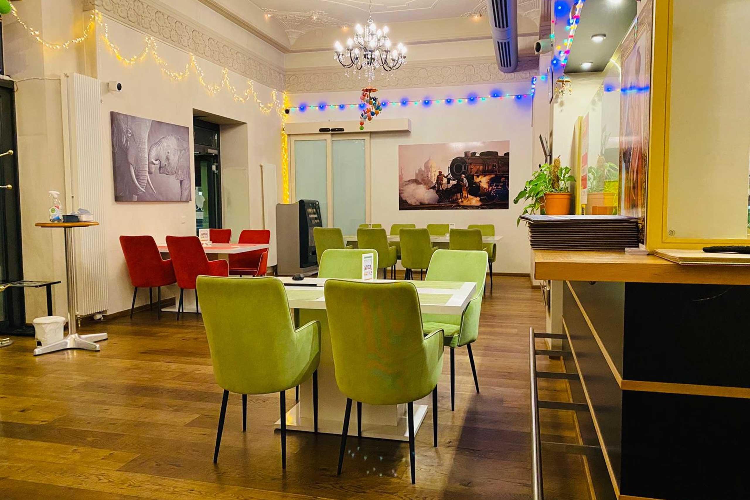 delh-darbar-indian-restaurant-speisesaal-3.jpg