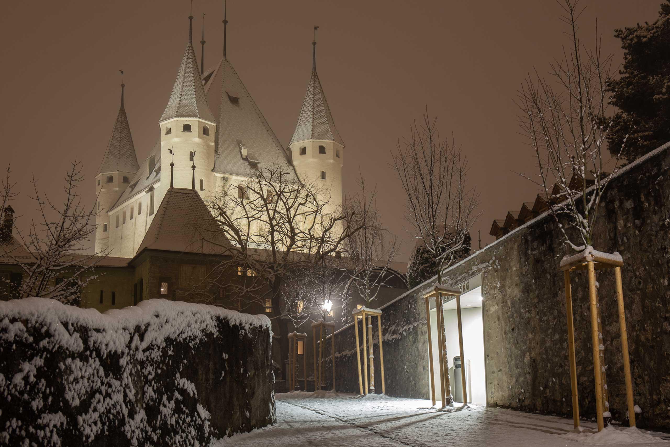 schloss-thun-nacht-winter-nebel-schnee.jpg