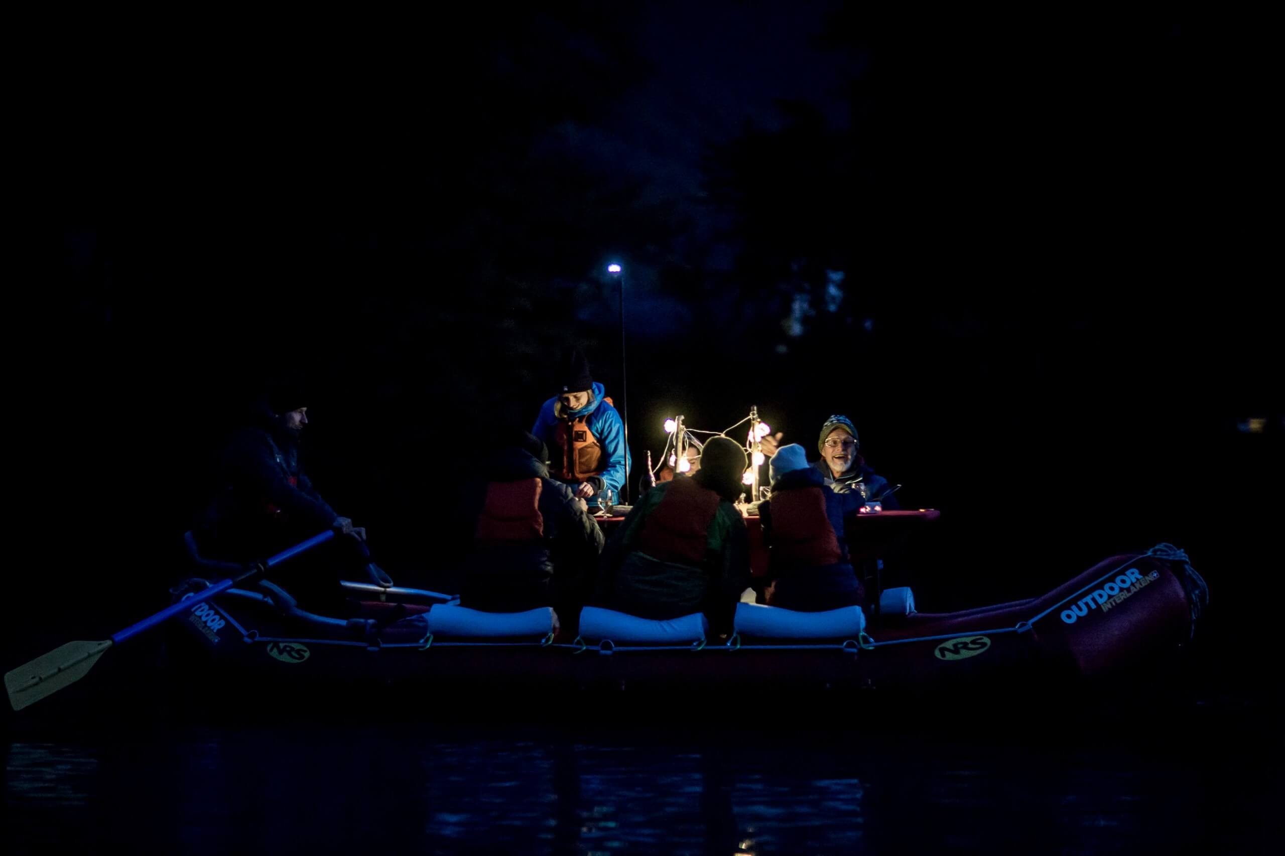 raclette-rafting-outdoor-interlaken-chillipictures-boot-nacht.jpg