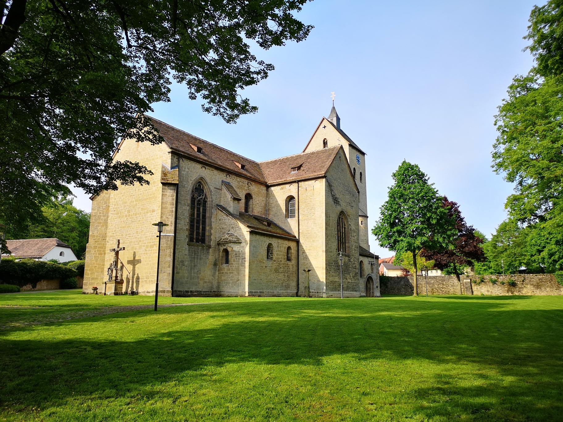 Die Klosterkirche St. Peter und Paul in Brakel-Gehrden
