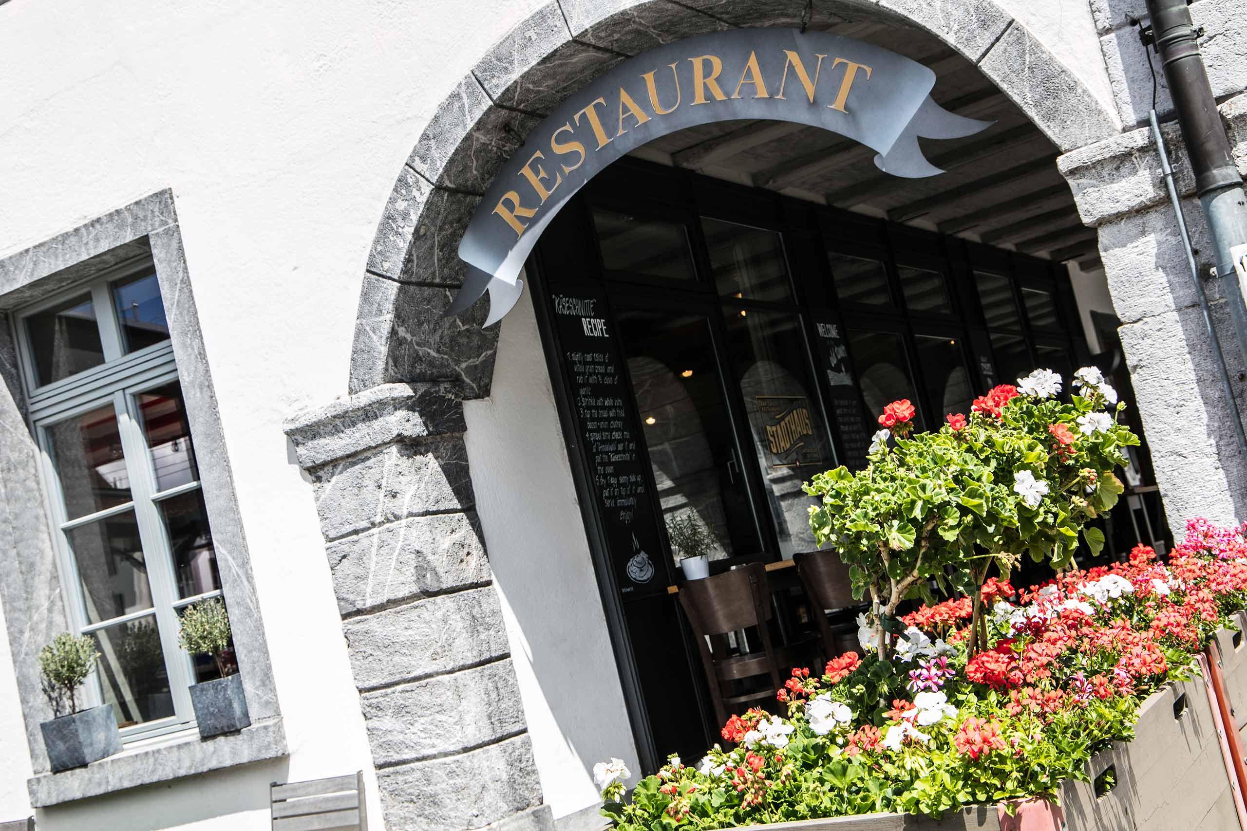 restaurant-stadthaus-unterseen-eingang.jpg