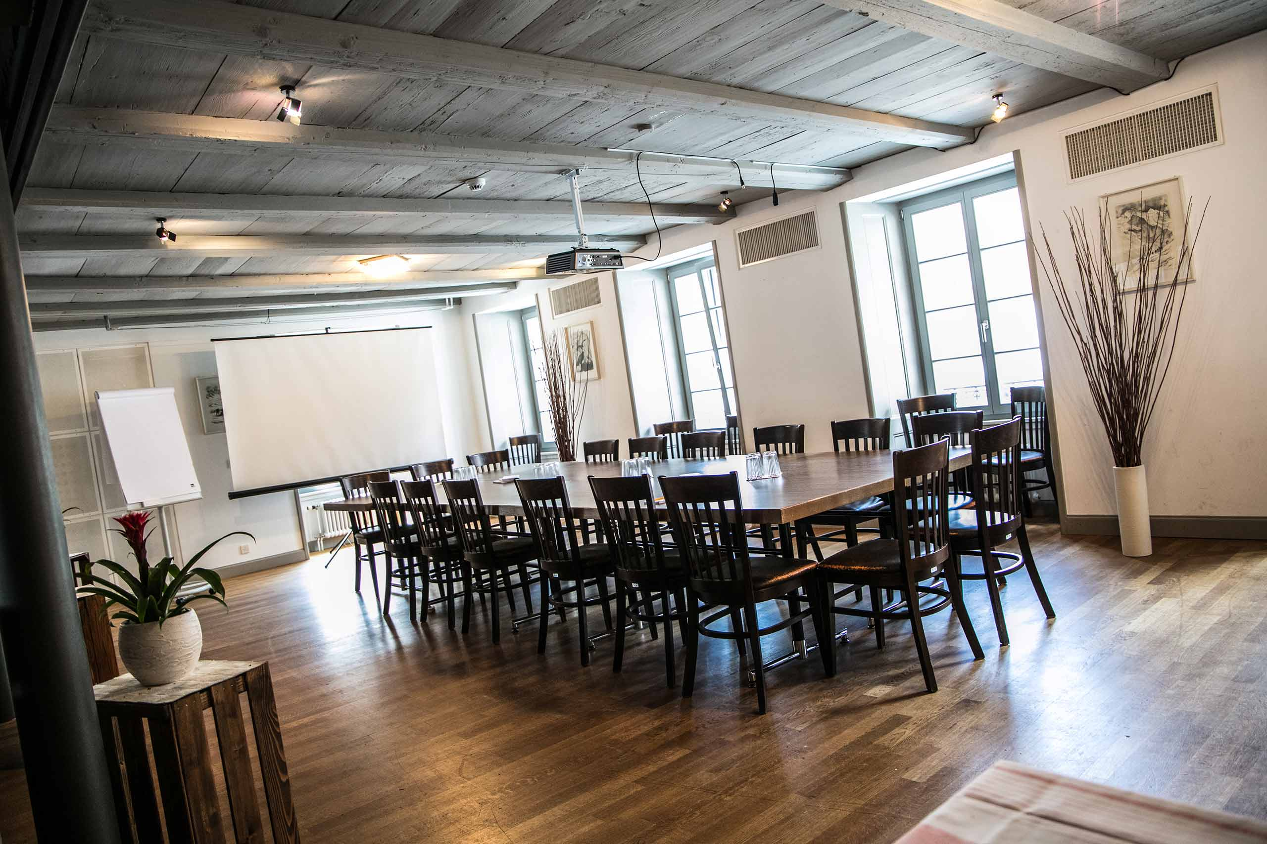 restaurant-stadthaus-unterseen-seminarraum.jpg