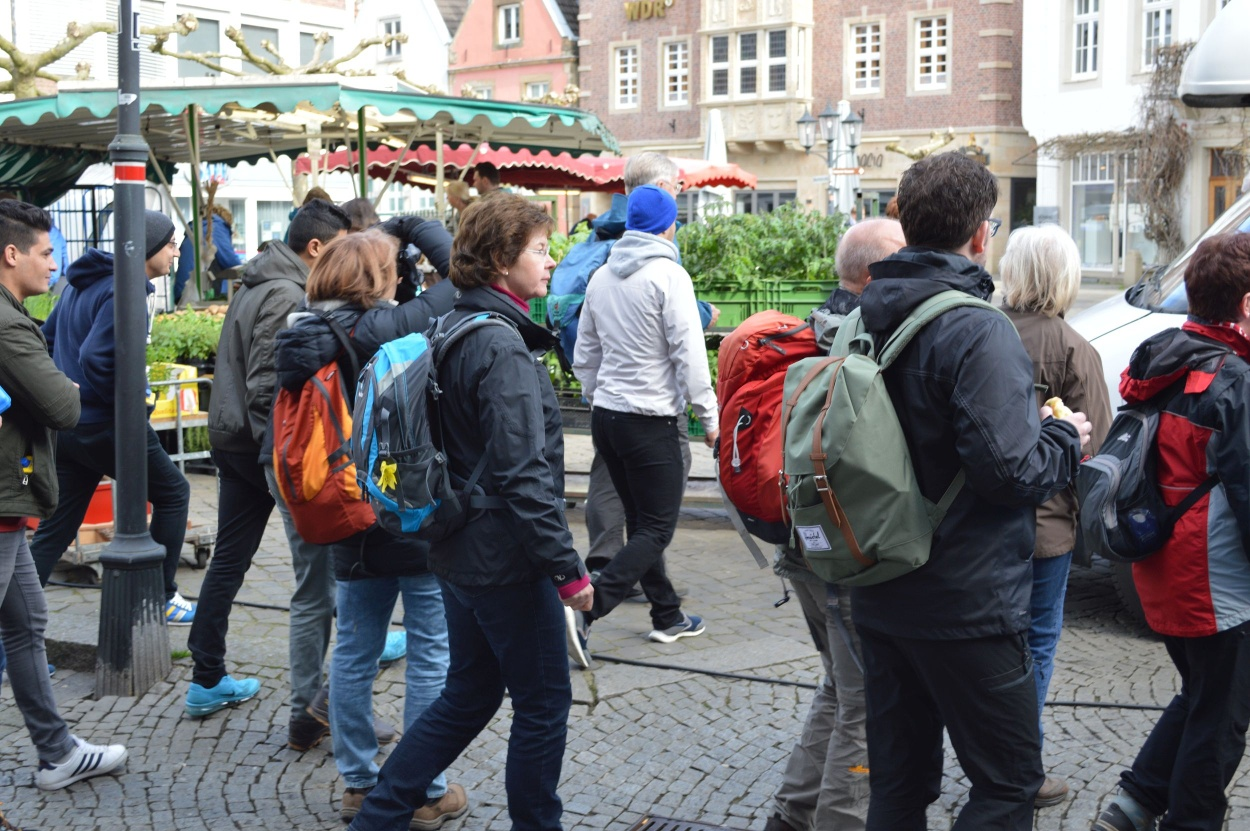 Wanderer auf dem Marktplatz von Rheine