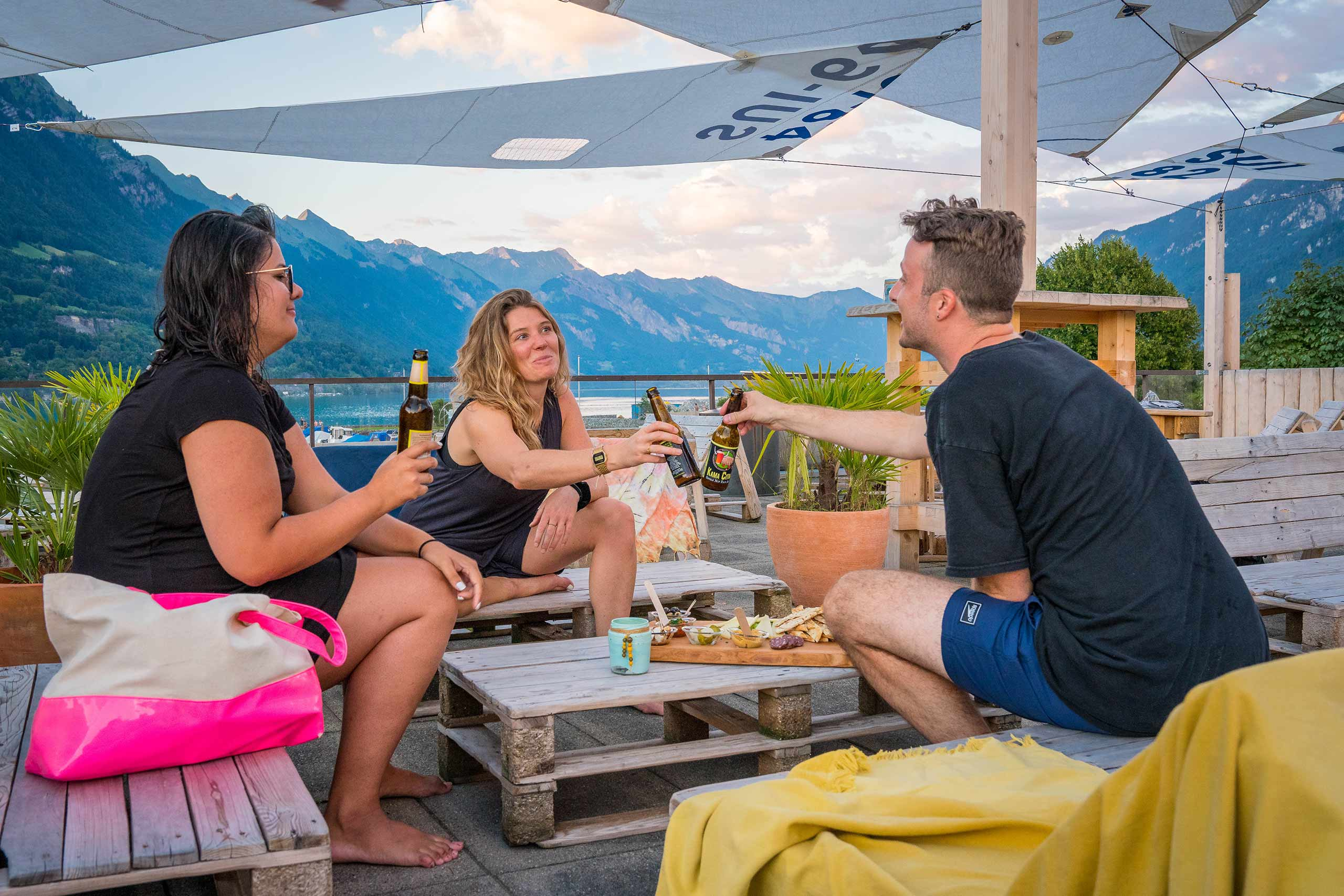the-beach-cafe-apero-dach-lounge.jpg