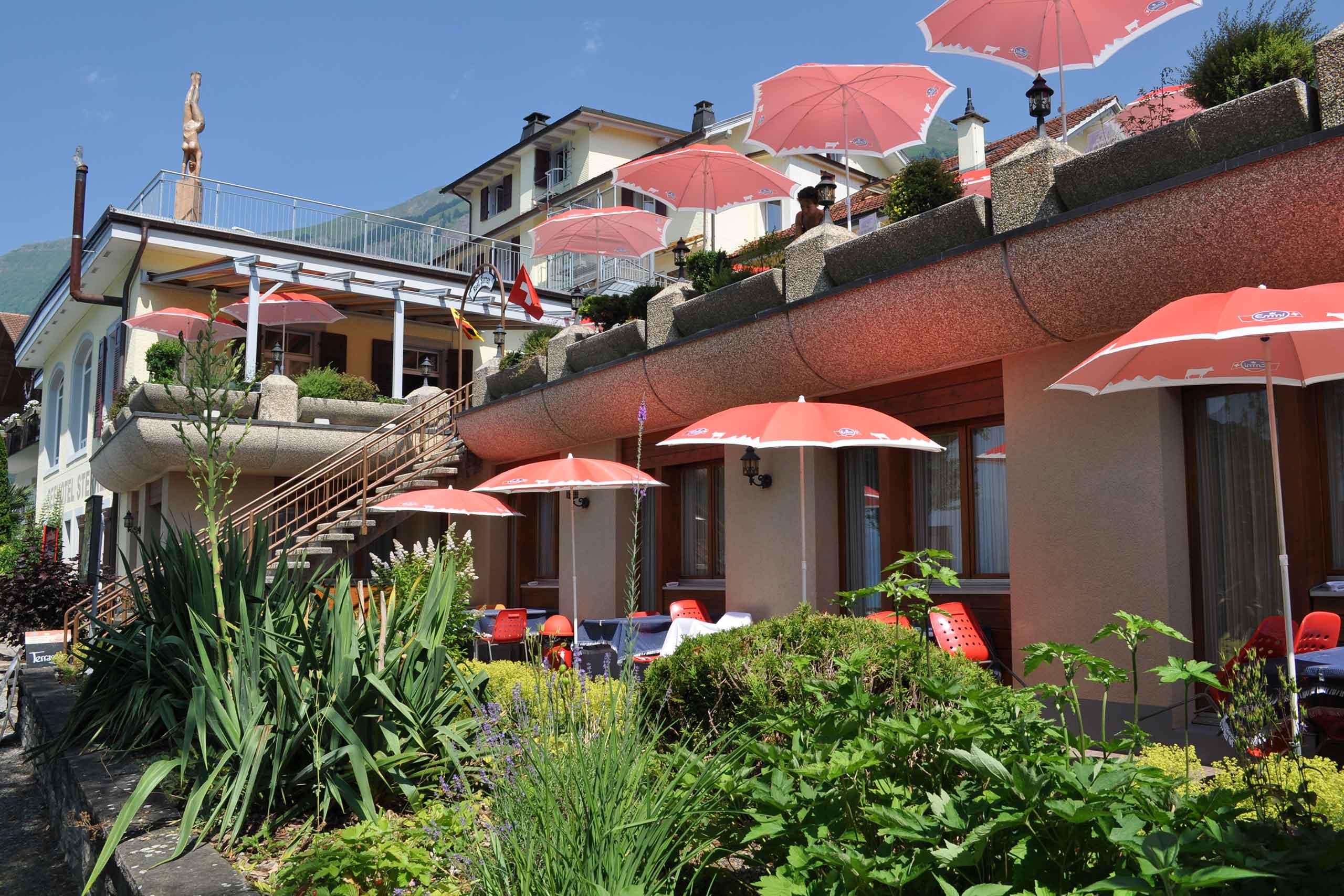 restaurant-sternen-brienz-tische-terrasse-aussen-sommer.jpg