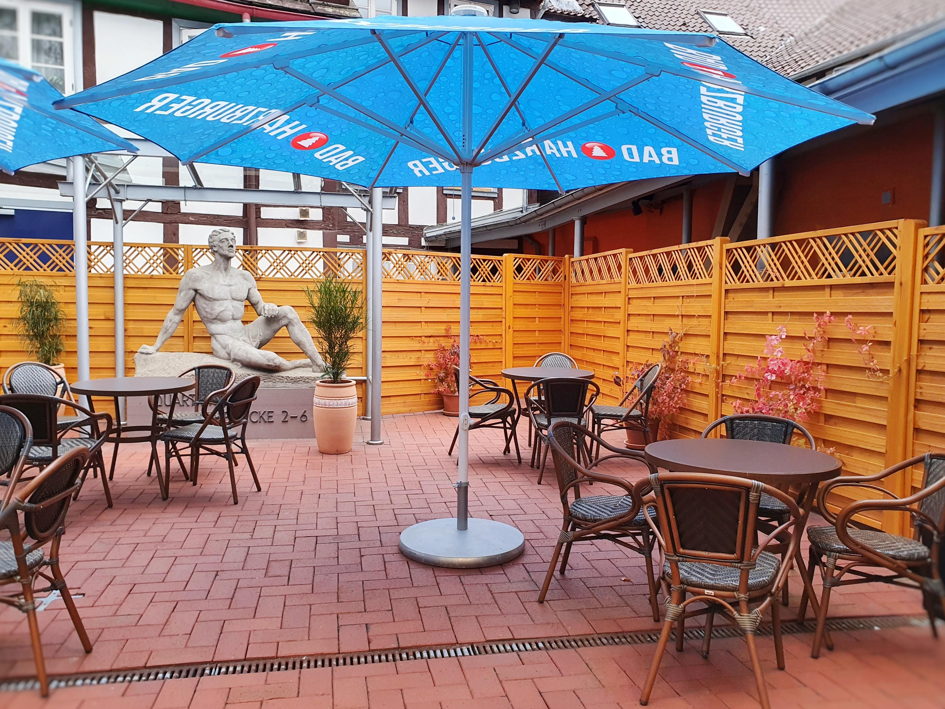 Café in der kleinen Gasse_Außenbereich