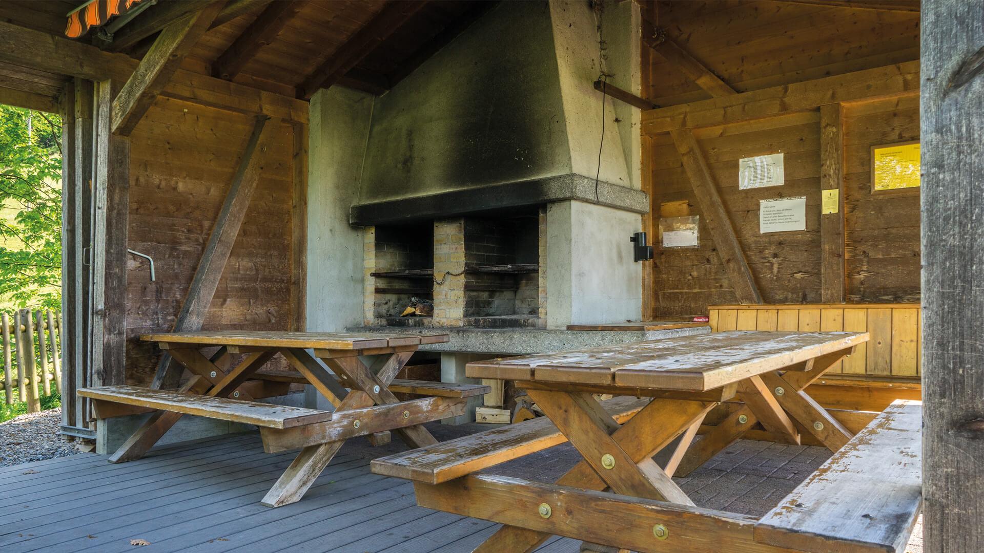 aeschlen-grillplatz-ruetacher-aeschlen-huette-innen