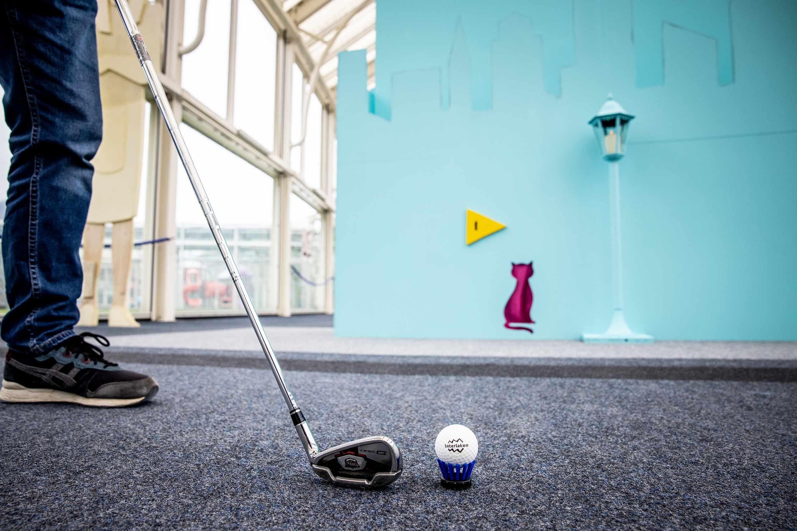 indoor-urban-golf-interlaken-bereit-zum-abschlag.jpg