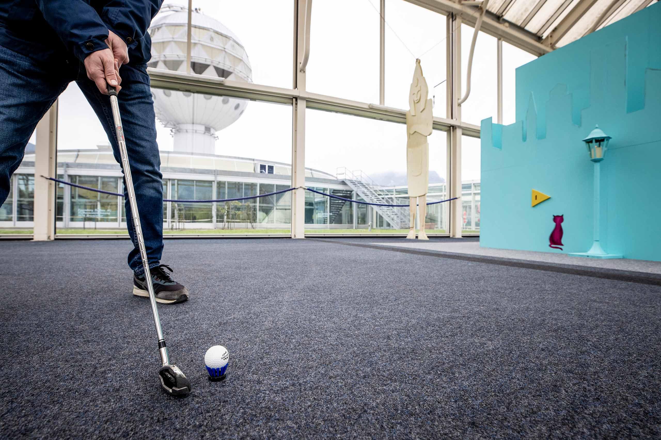 indoor-urban-golf-interlaken-abschlag-ziel.jpg
