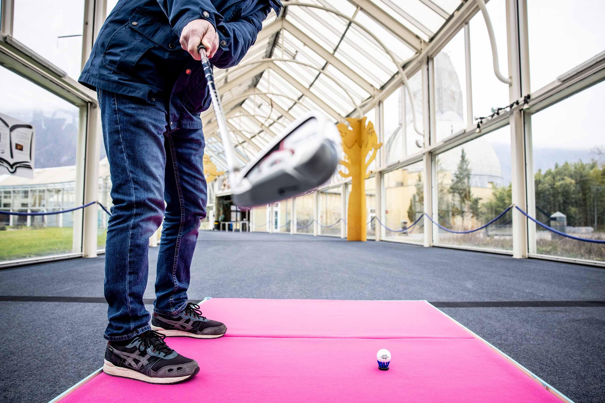 indoor-urban-golf-interlaken-schwung-abschlag.jpg