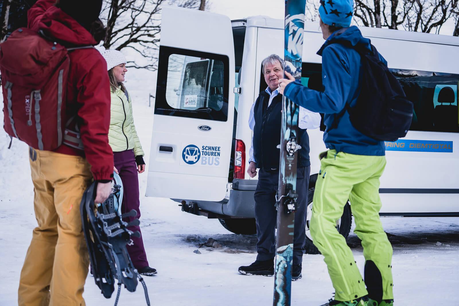 Im Gespräch mit dem Schneetourenbus-Fahrer