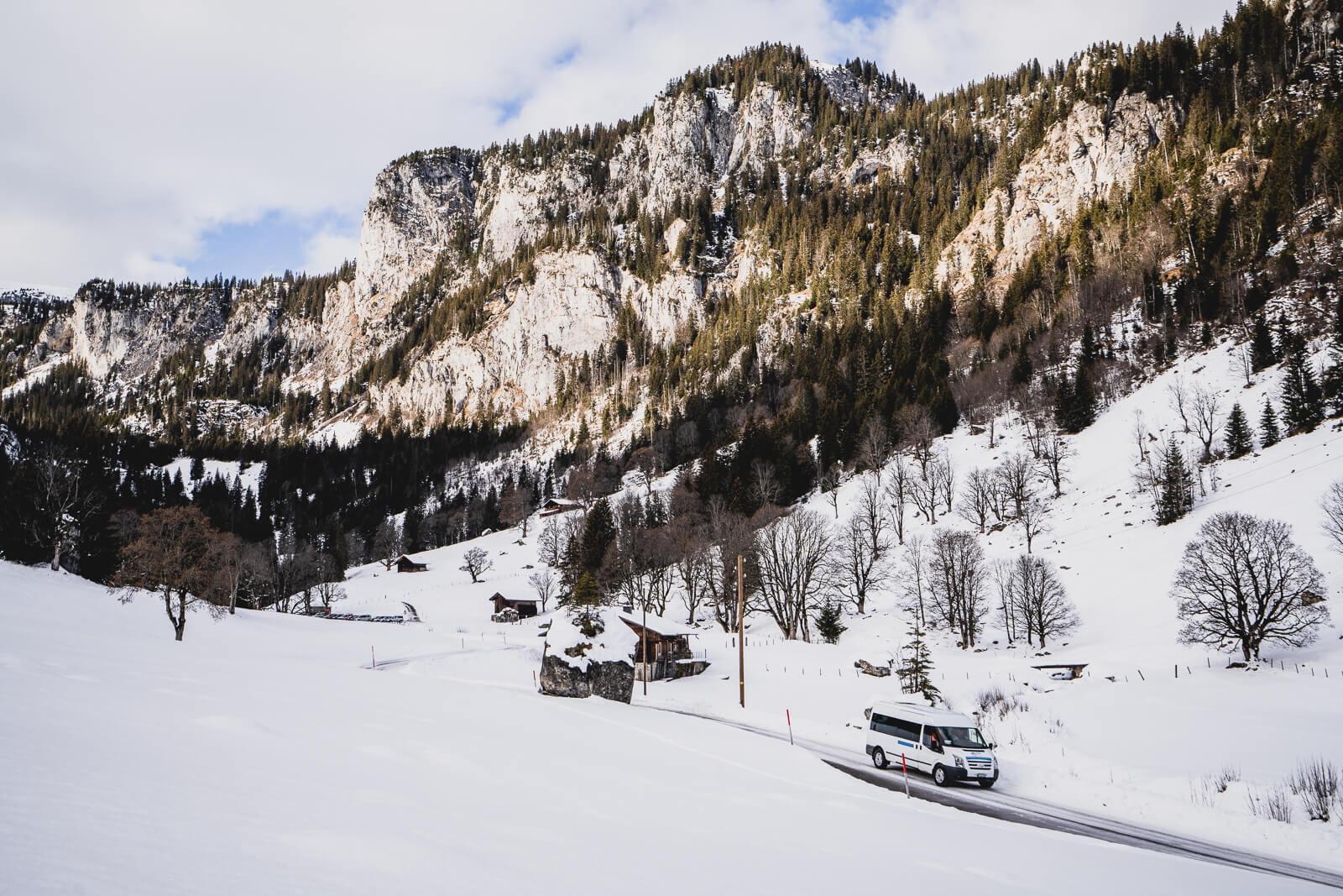 Rückfahrt mit dem Schneetourenbus ins Tal