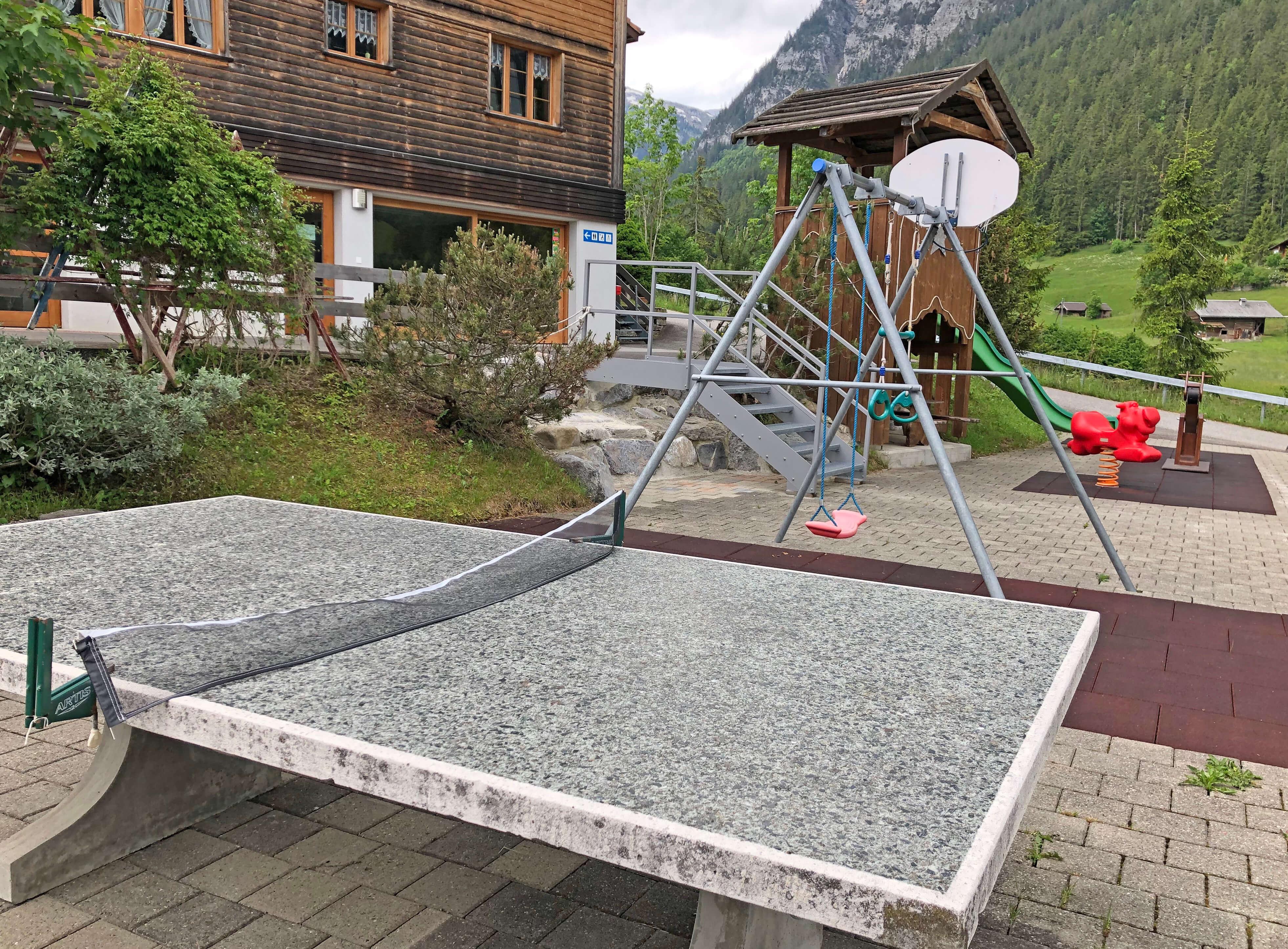 Ping-Pong Tisch auf dem Spielplatz