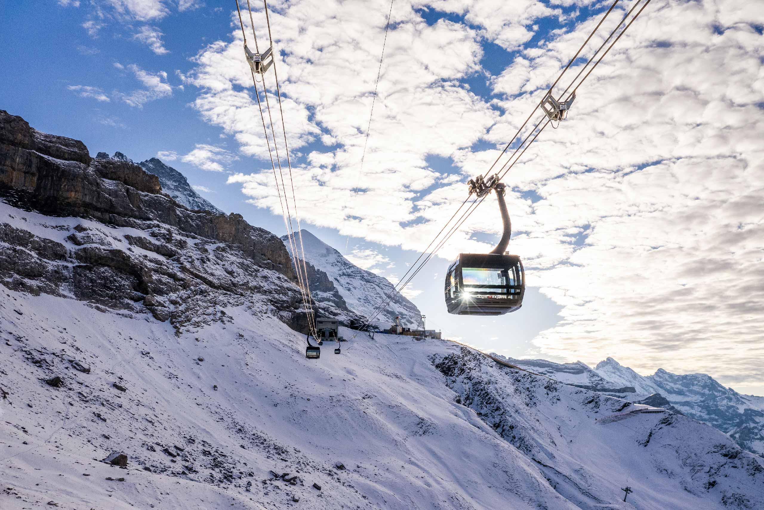 eiger-express-gondel-eigergletscher-silberhorn-winter.jpg