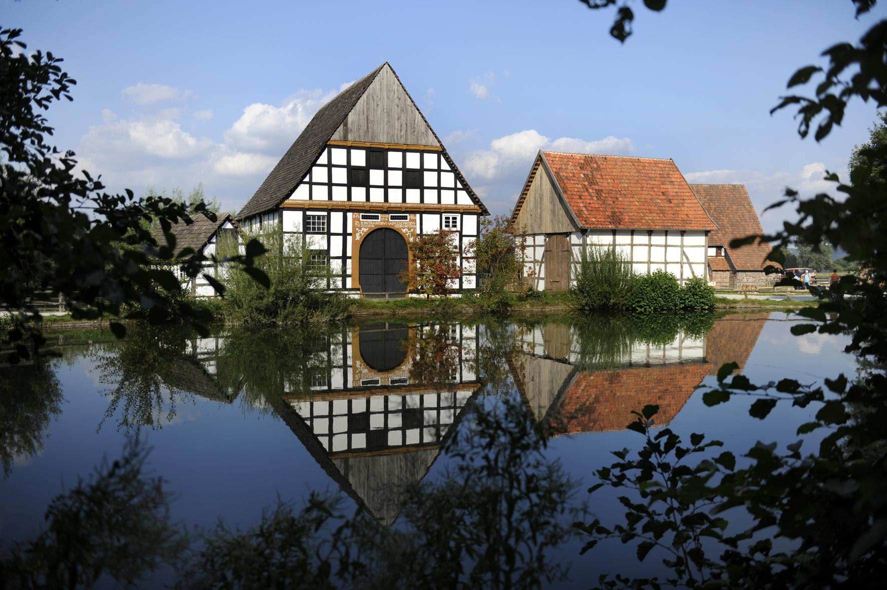 Der Dorfteich des LWL-Freilichtmuseums Detmold.