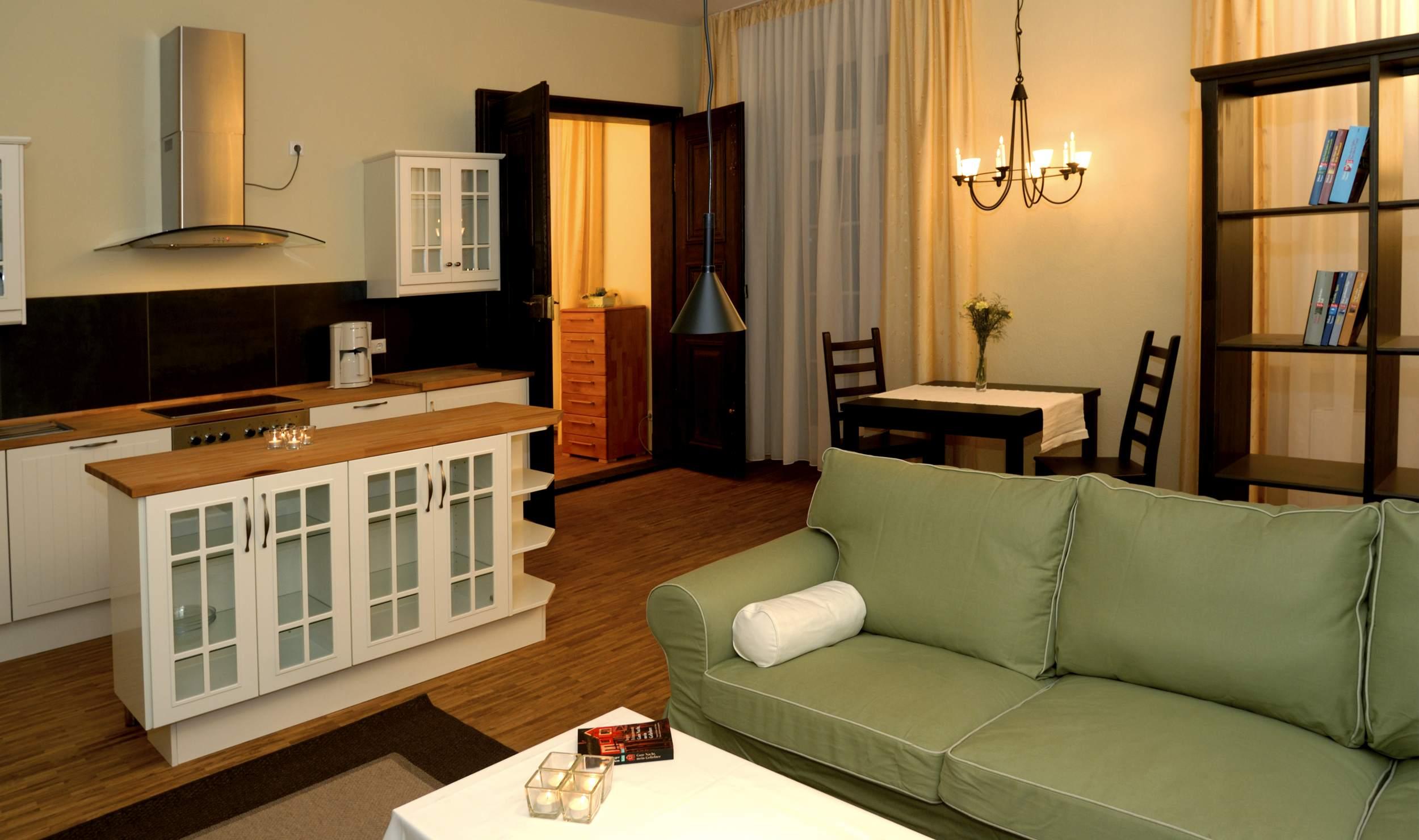 Appartements Residenz Jacobs in Ballenstedt - Wohnzimmer mit Kochnische