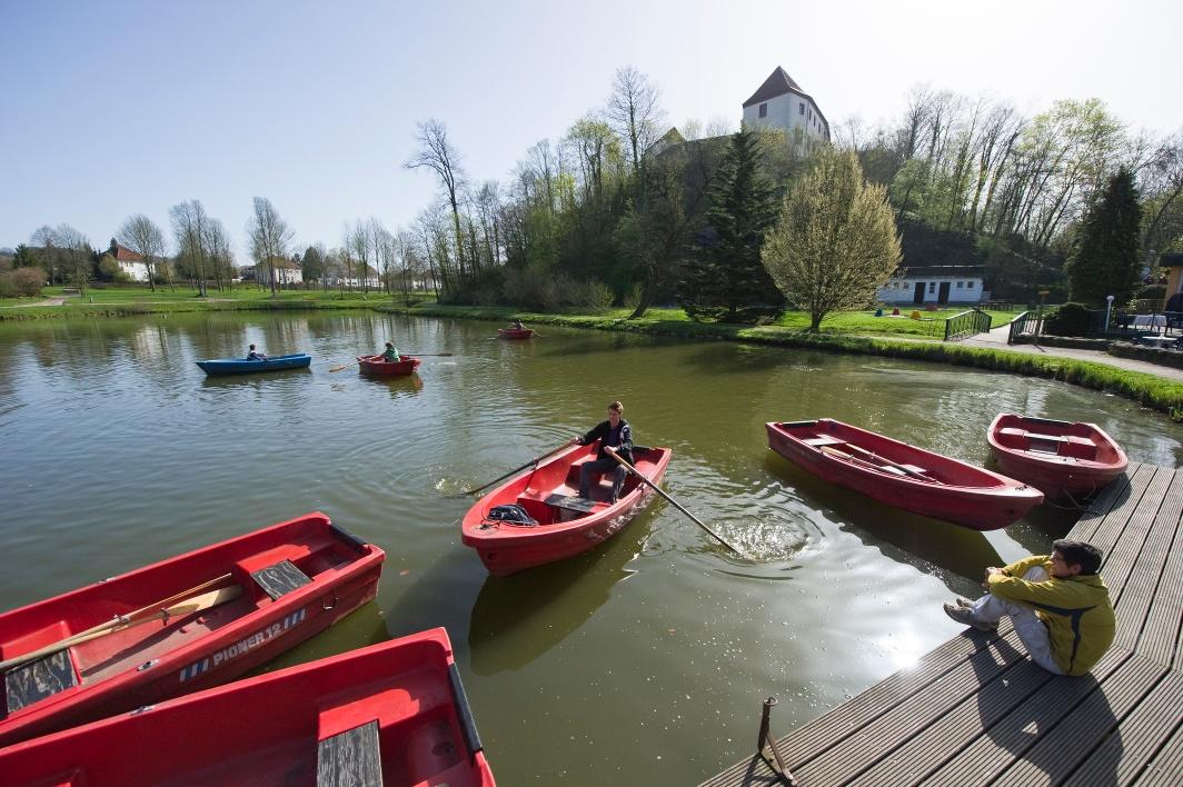 Bad Iburg lockt mit Schloß, Charlottensee, neuem Kurerlebnispark und vielen Kneipp'schen Anwendungen