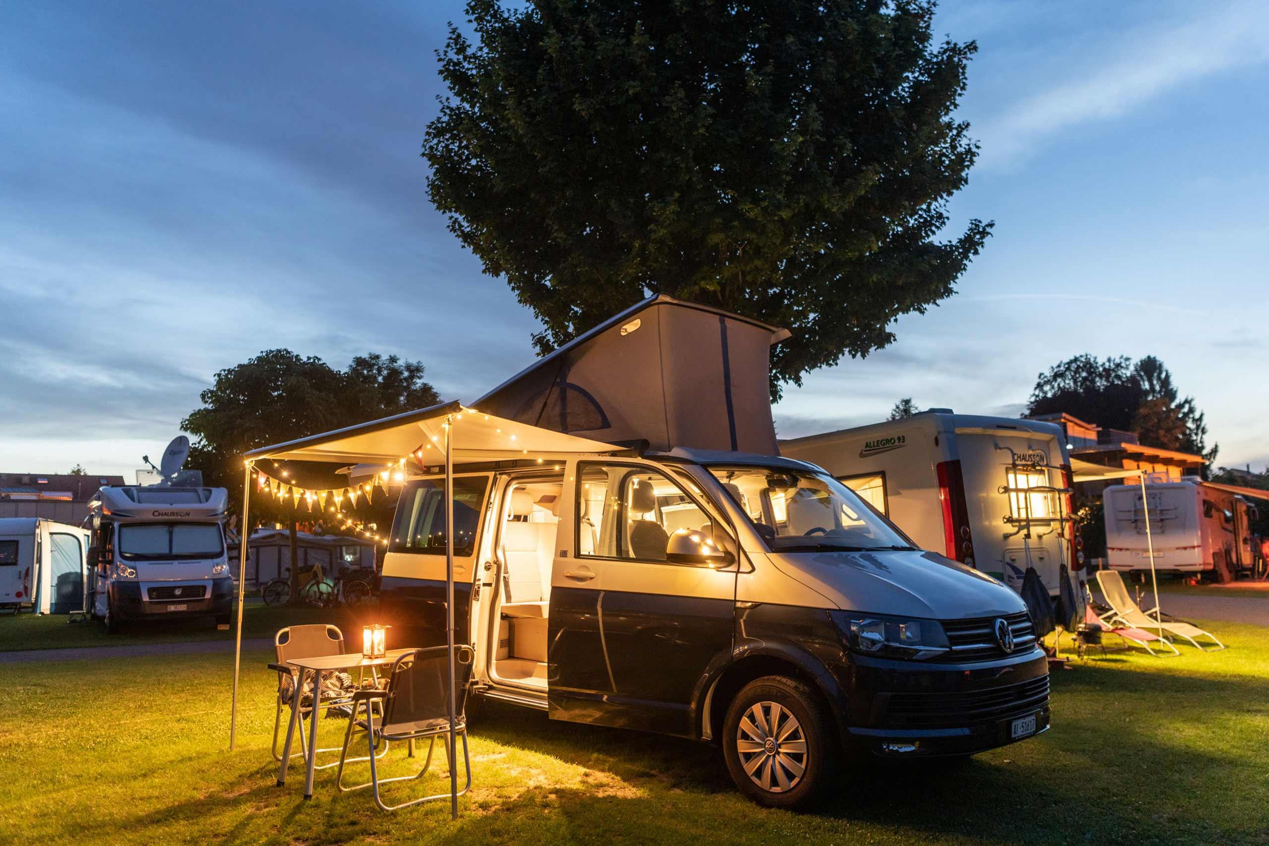 europcar-camper-auf-campingplatz.jpg