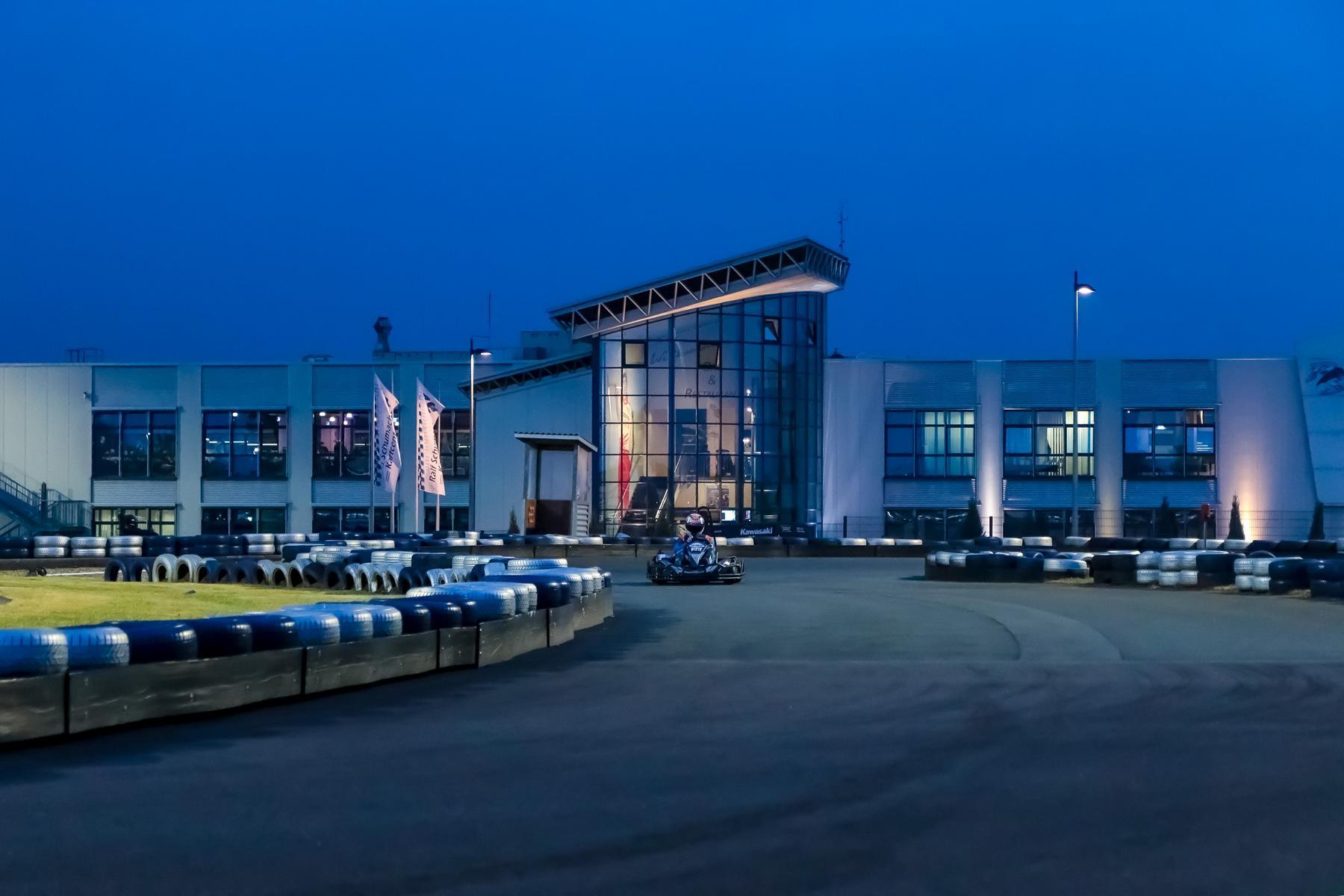 rs-kartcenter-outdoor-flutlicht-min.JPG