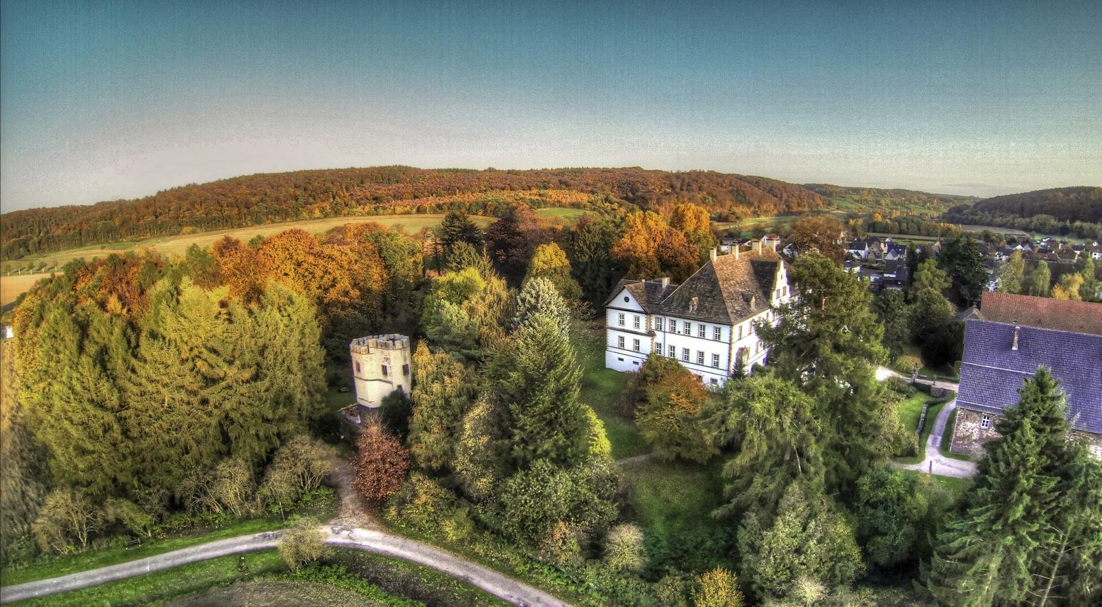 Schloss Wehrden mit Drosteturm