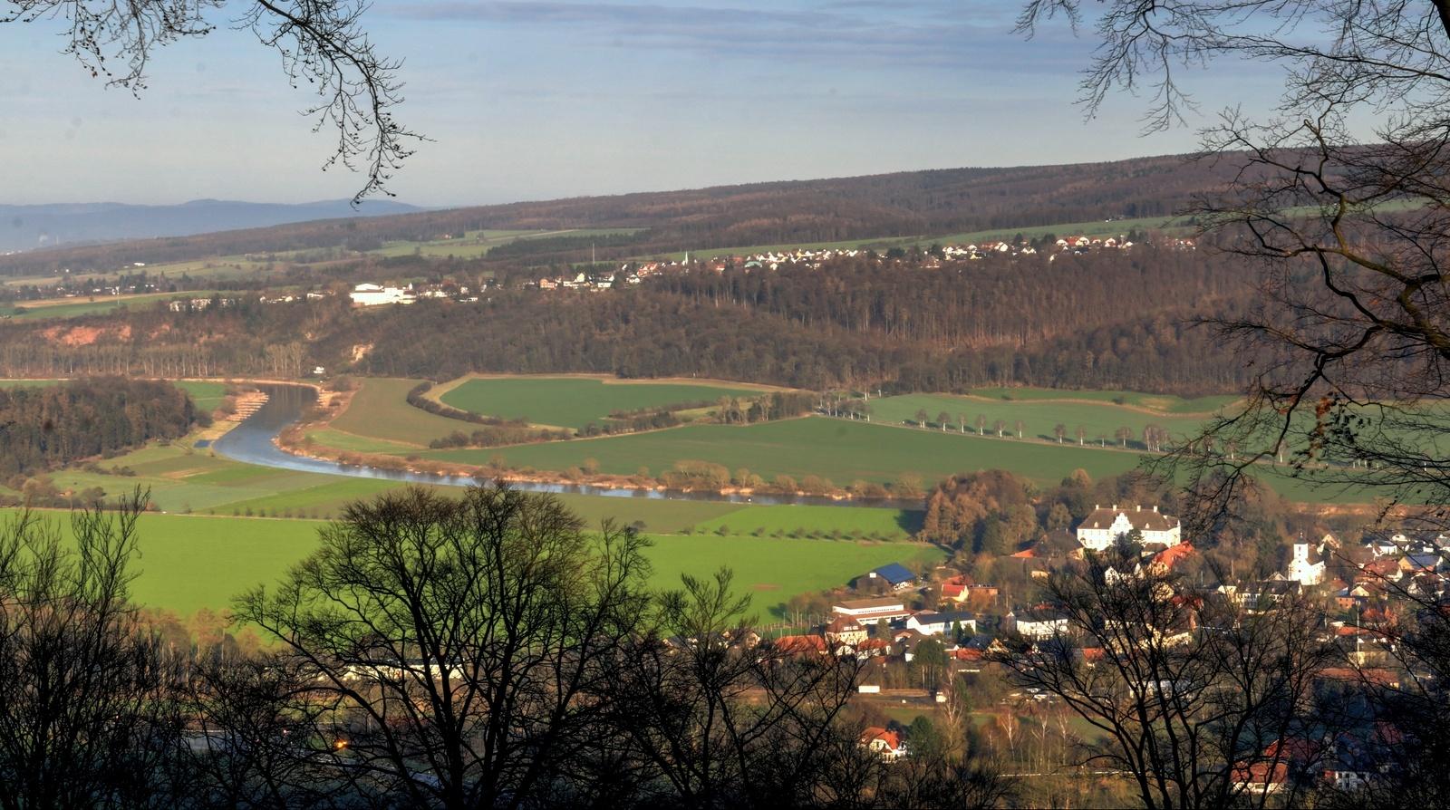 Blick vom Wildberg auf Wehrden und Weserlandschaft